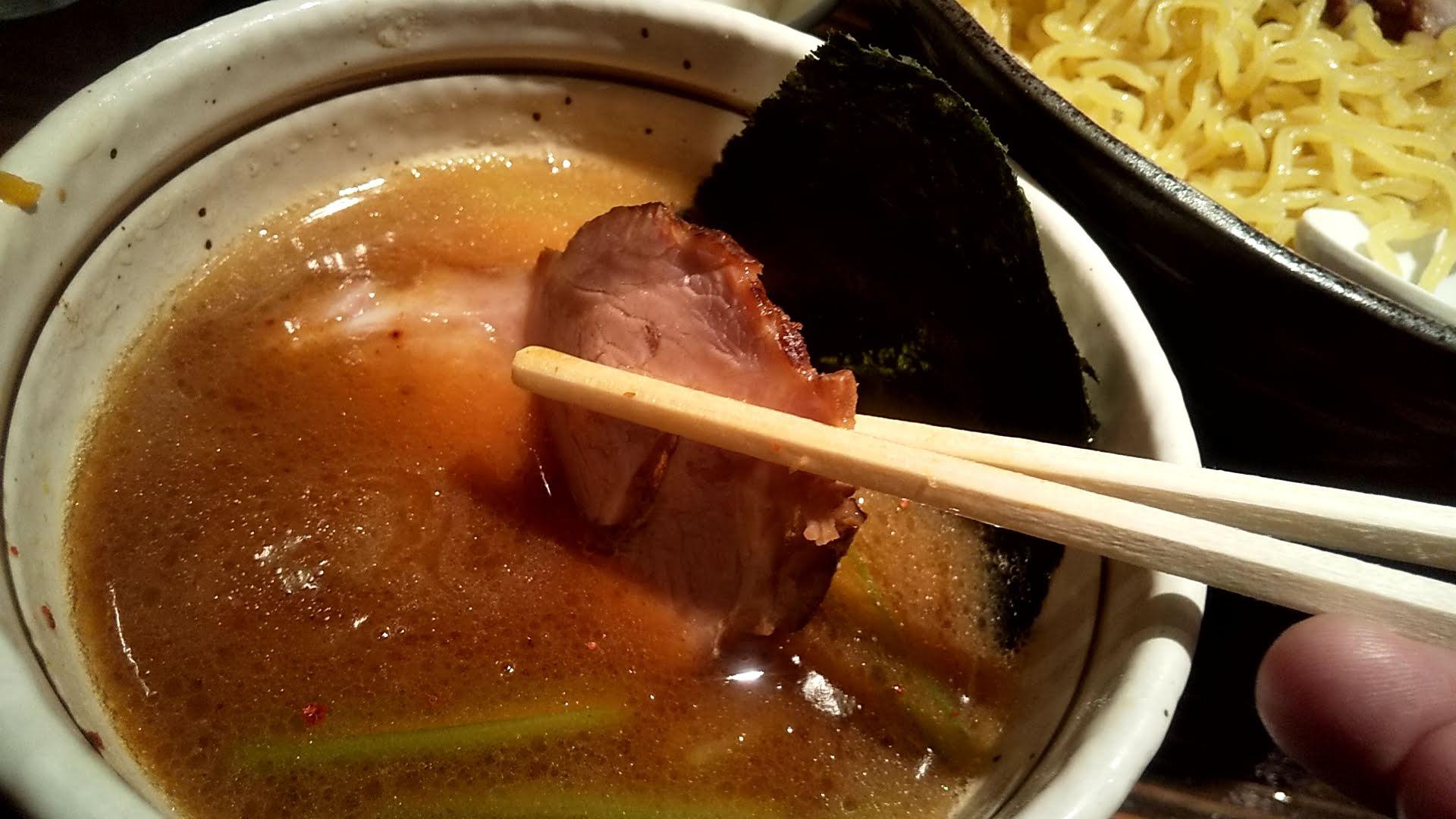 天虎のつけ麺チャーシューのチャーシューアップ写真