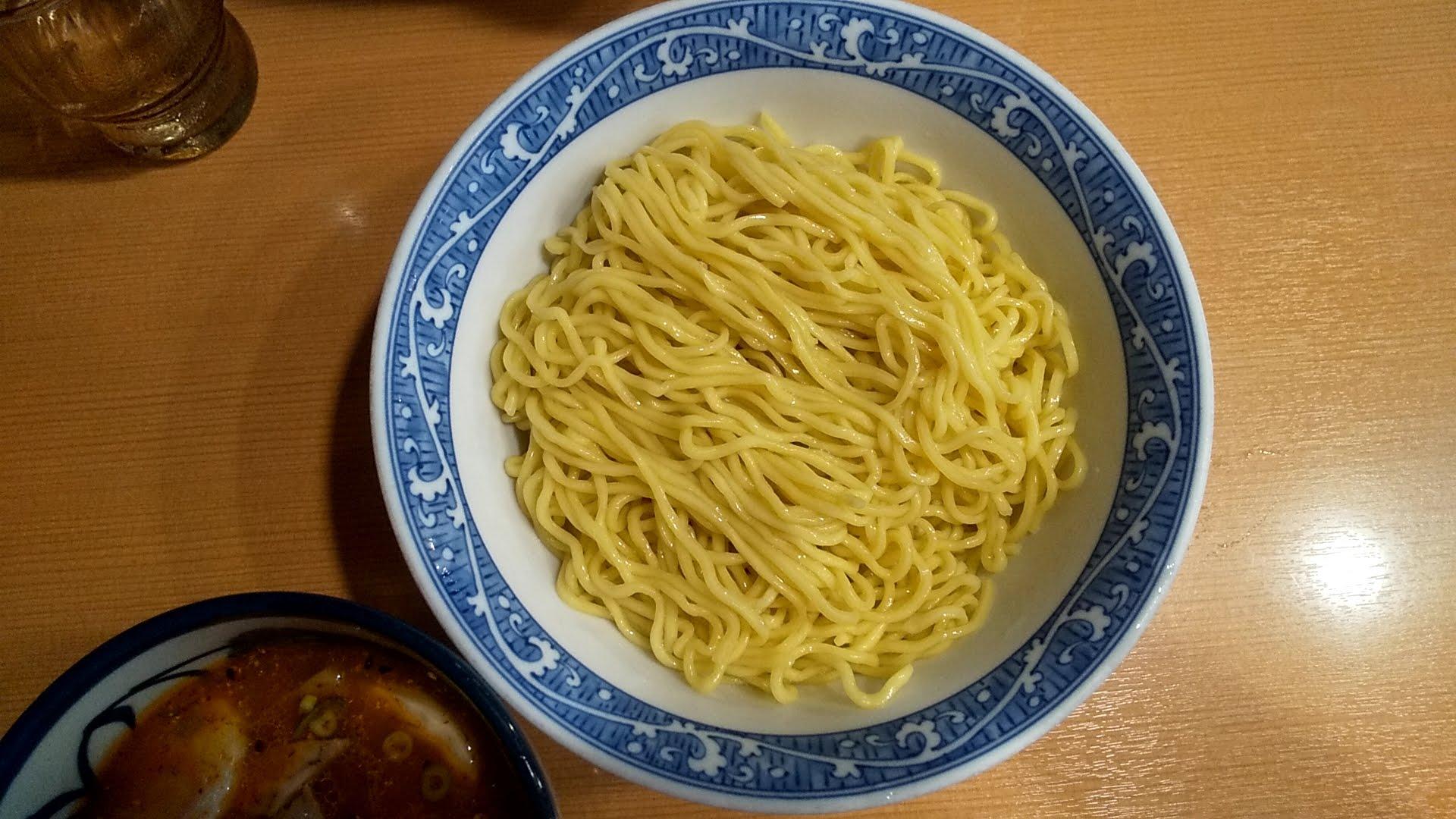 中華そば青葉本店の特製つけ麺の麺皿の写真
