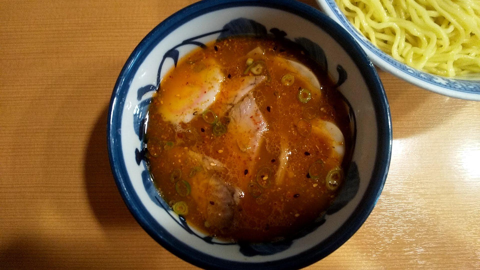 中華そば青葉本店の特製つけ麺のつけ汁の写真