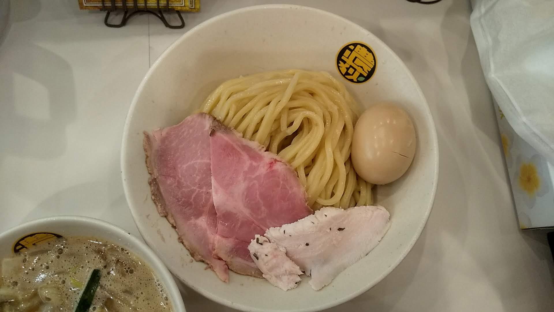 濃菜麺井の庄のつけめんの麺皿の写真