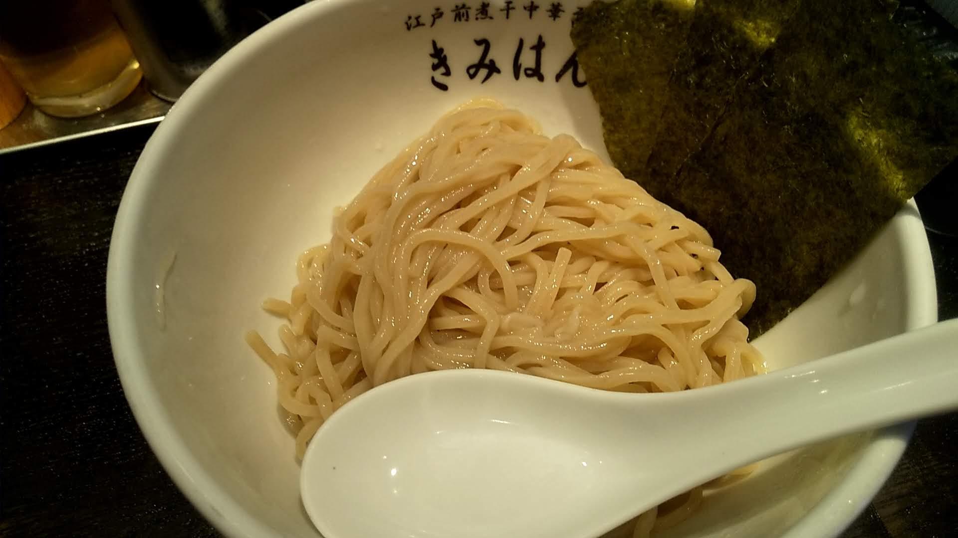 きみはん五反田店の梅薫煮干しつけ麺の麺皿の写真