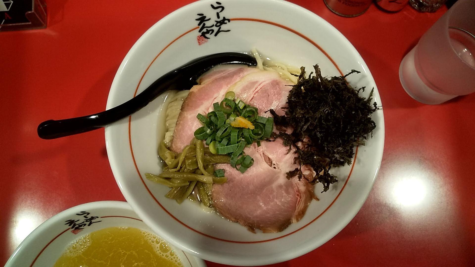 らーめんえんやの味玉チャーシューゆず塩つけ麺の麺皿