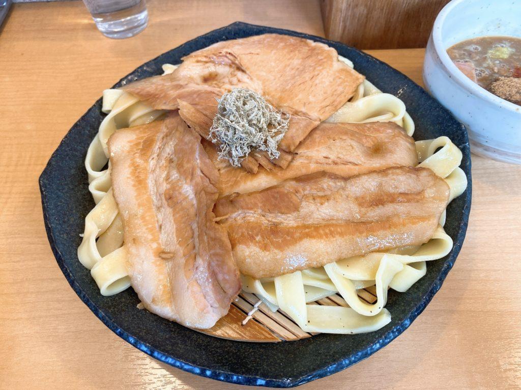魚とんの麺