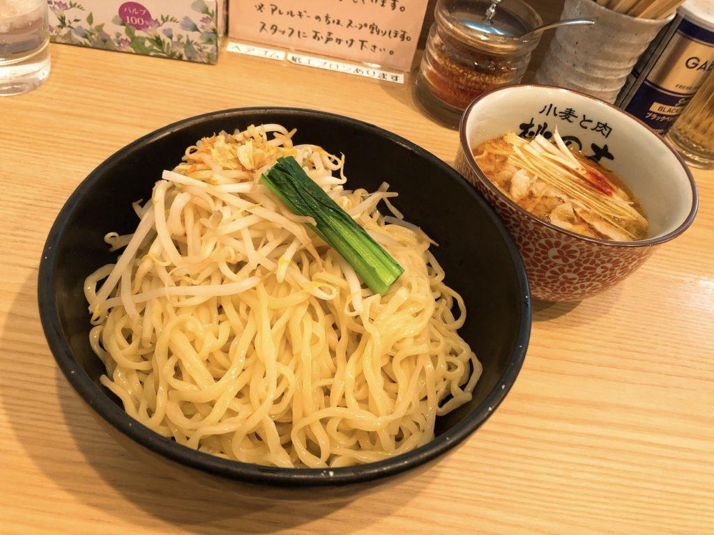 小麦と肉桃の木のつけ麺