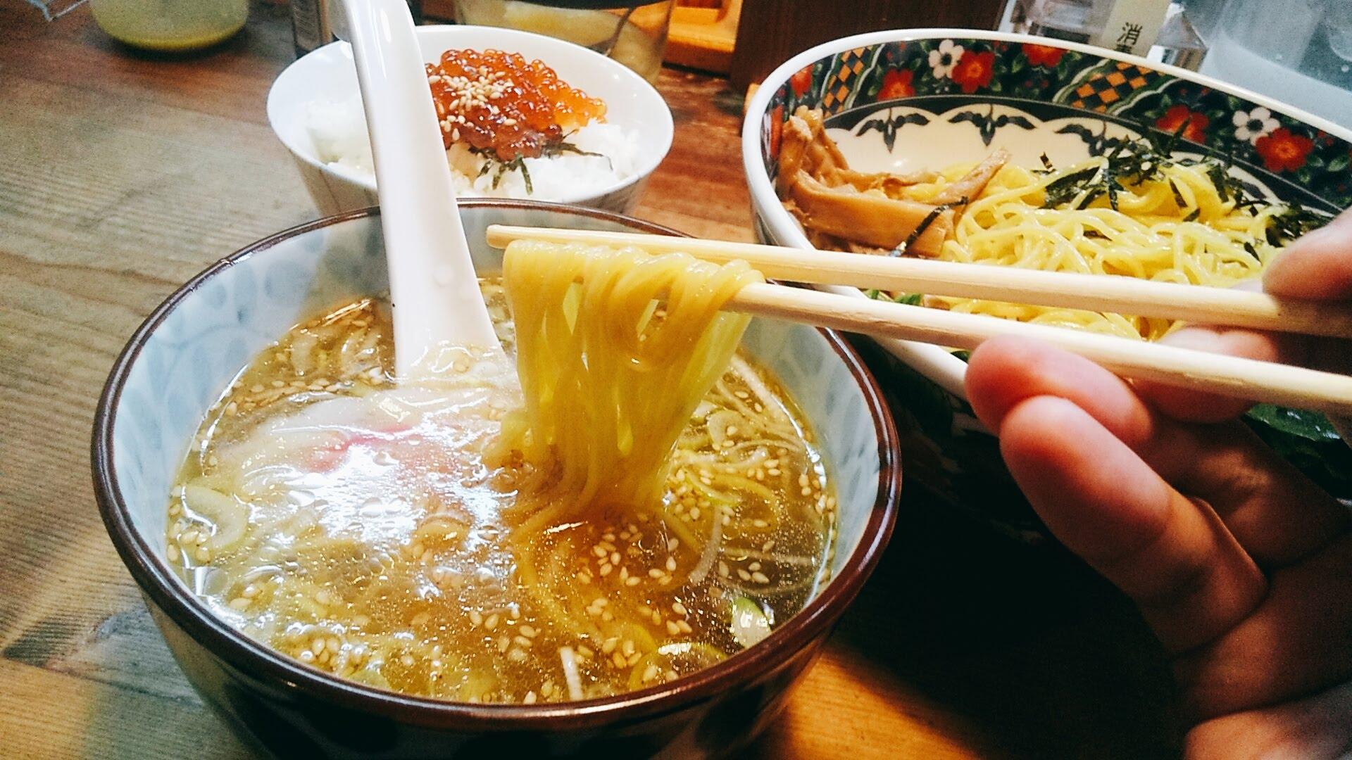 船見坂のつけ麺の麺リフト写真