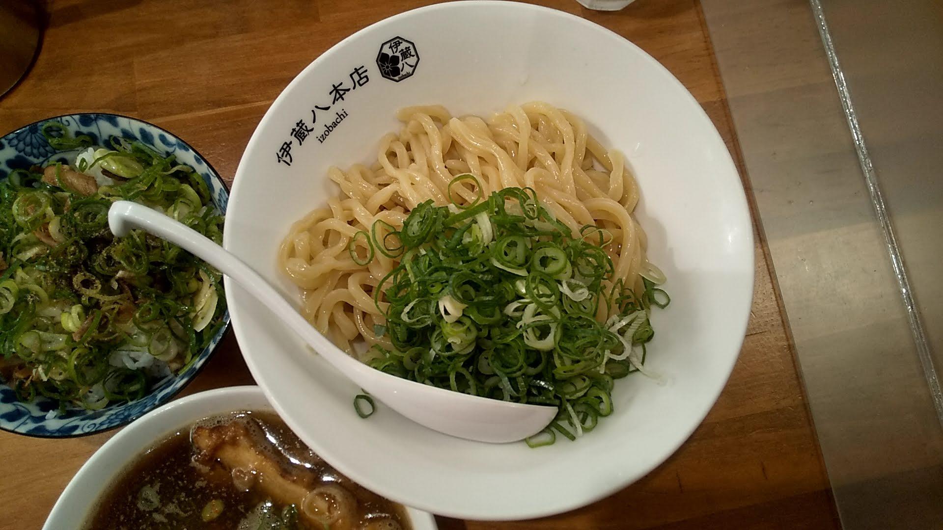 中華そば伊蔵八本店のつけそばの麺皿の写真
