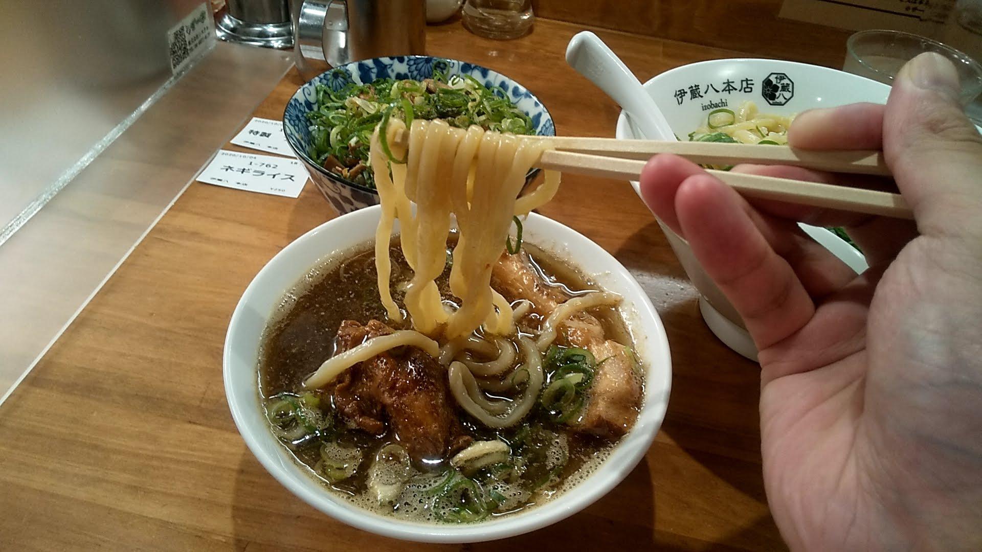中華そば伊蔵八本店のつけそばの麺リフト写真