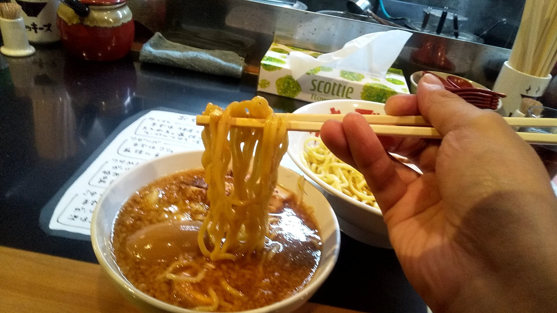 リッキーズのチャーシューツケメンの麺リフト写真