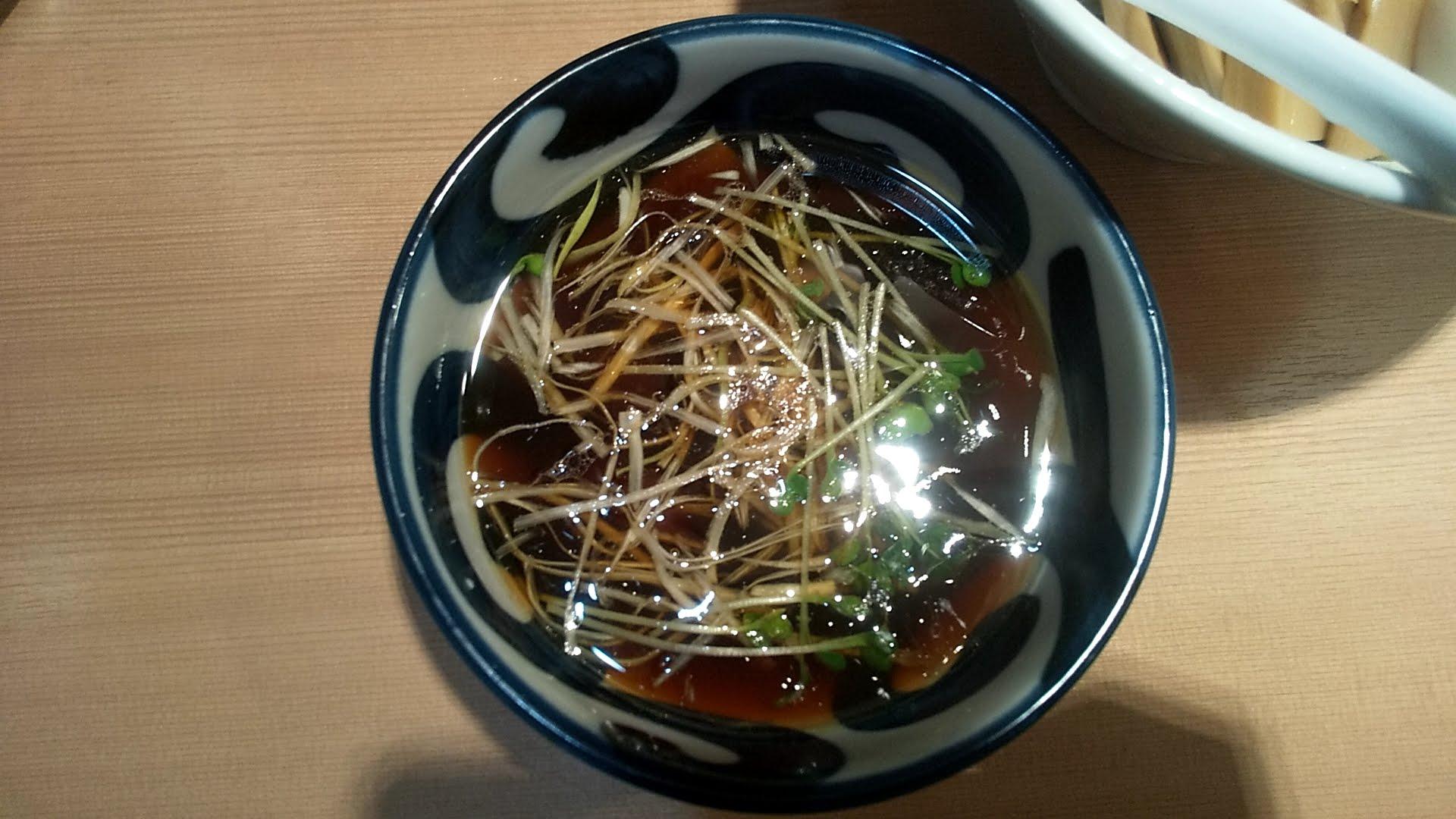 中華そばます田の特製つけ麺のつけ汁の写真