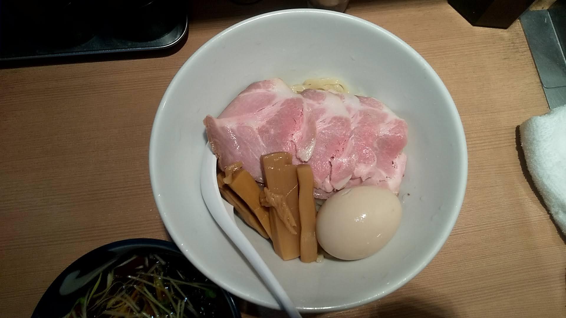 中華そばます田の特製つけ麺の麺皿写真