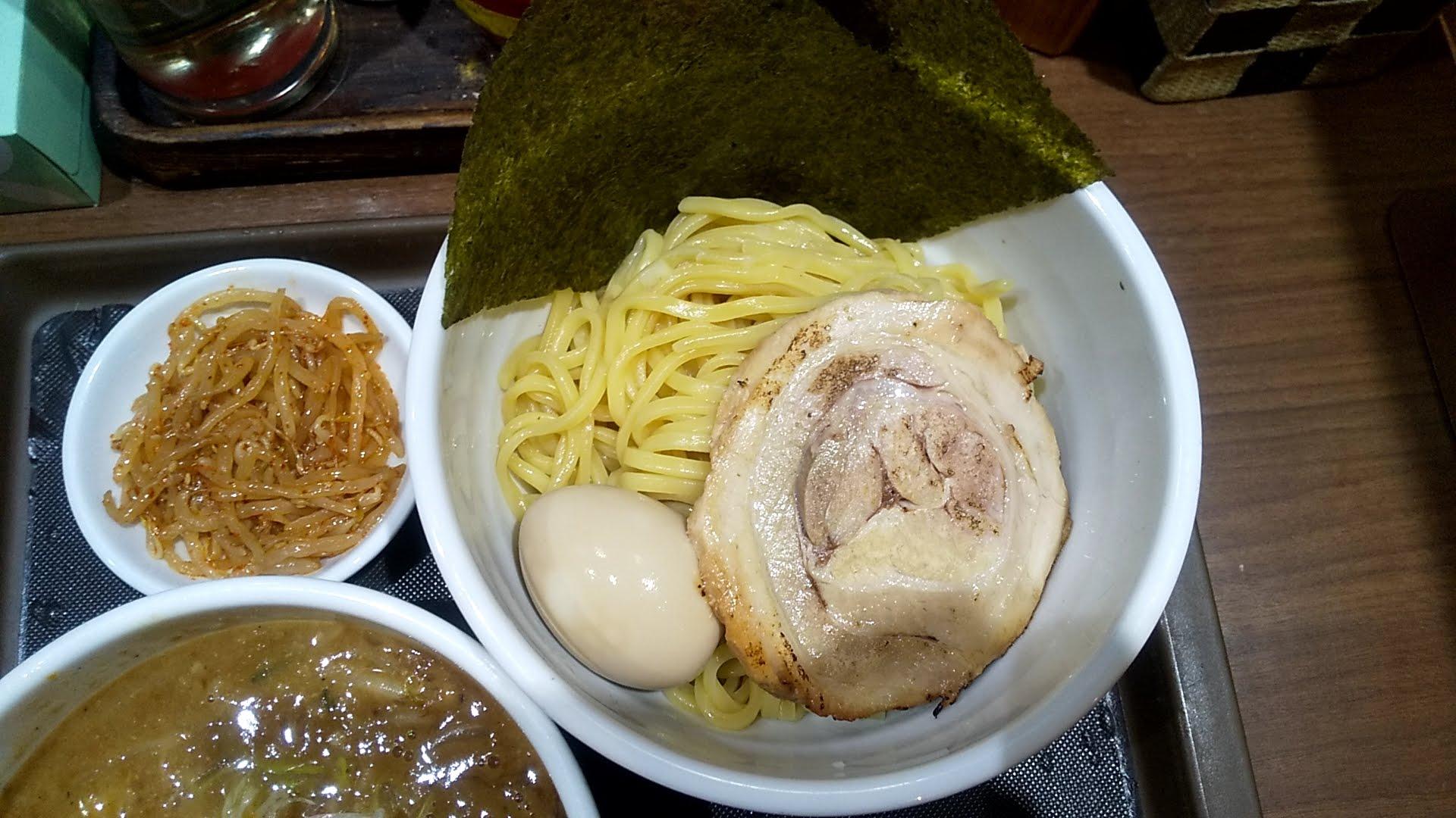 らーめん蓮の特製味噌つけめんの麺皿の写真