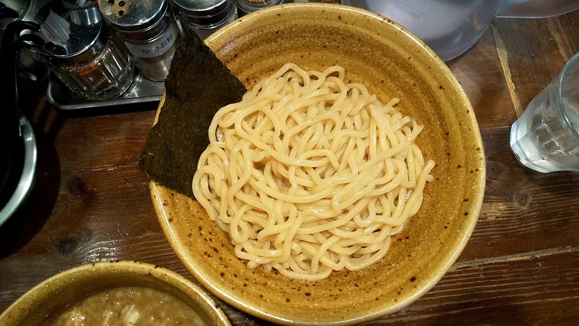 二代目えん寺のベジポタ味玉肉増し煮干しじめつけ麺の麺皿写真
