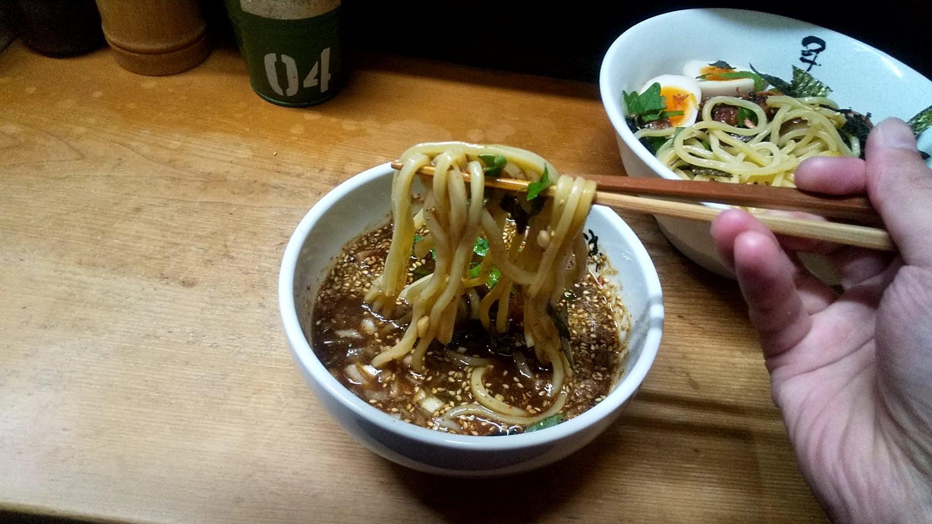 つけ麺千兵衛のゴマしそつけ麺の麺リフト写真