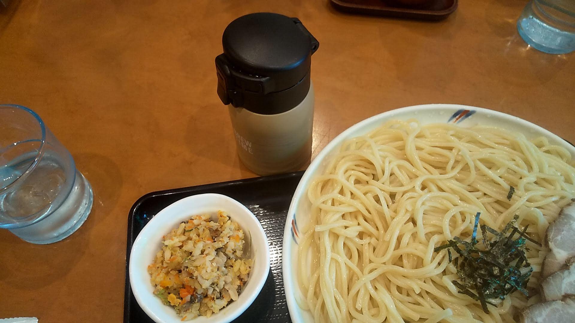 好日の煮玉子ちゃーしゅうつけ麺のスープ割りとちゃーはんの写真