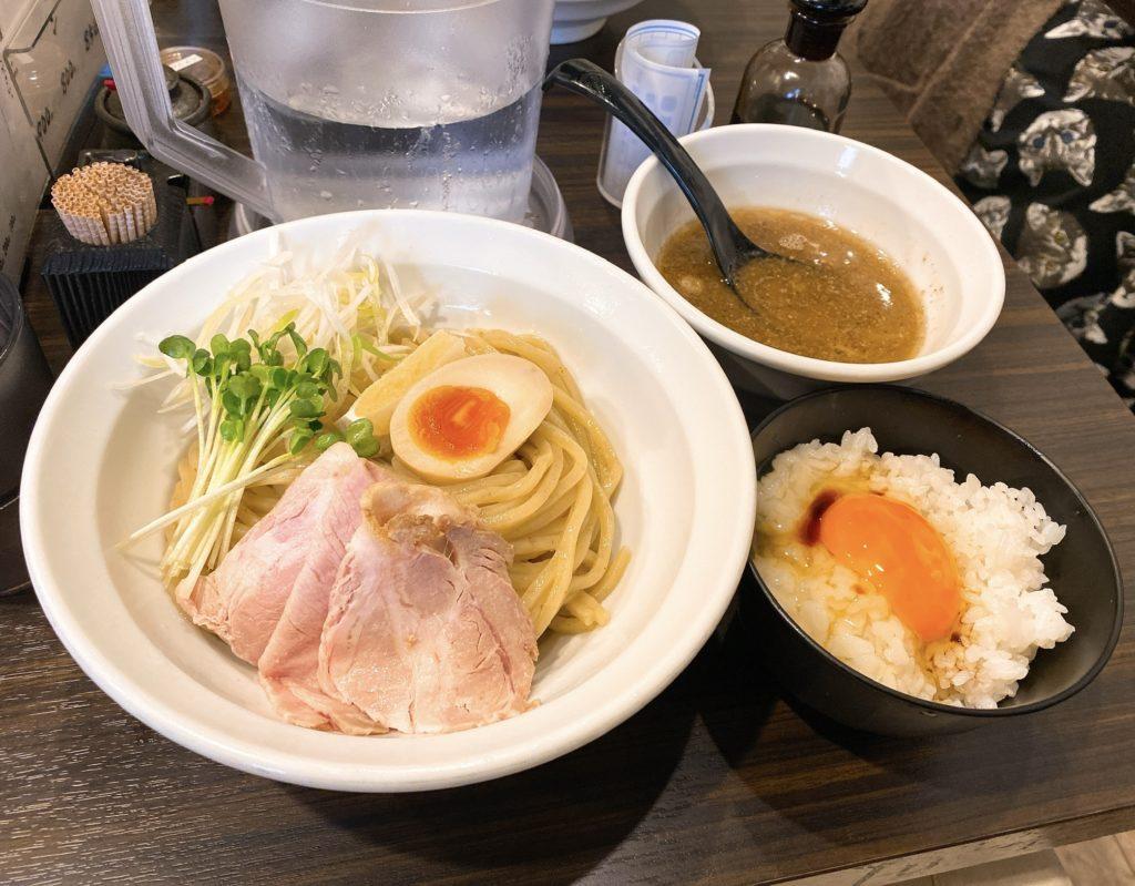 魚と豚と黒三兵のつけ麺