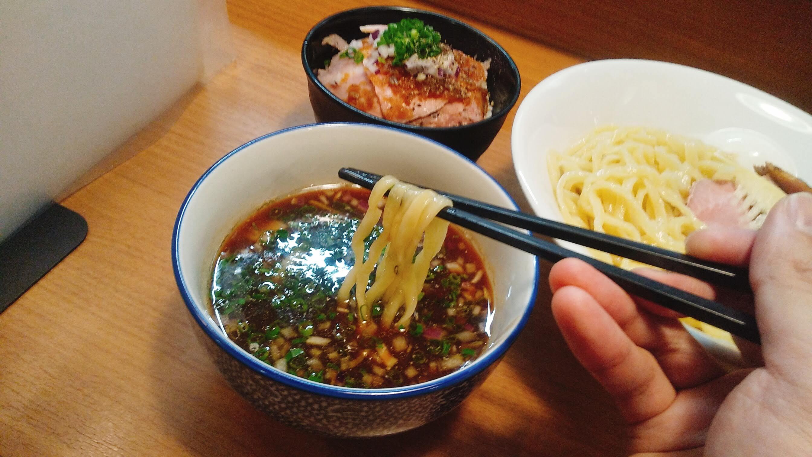 麺屋福丸の特製つけ麺の麺リフト写真