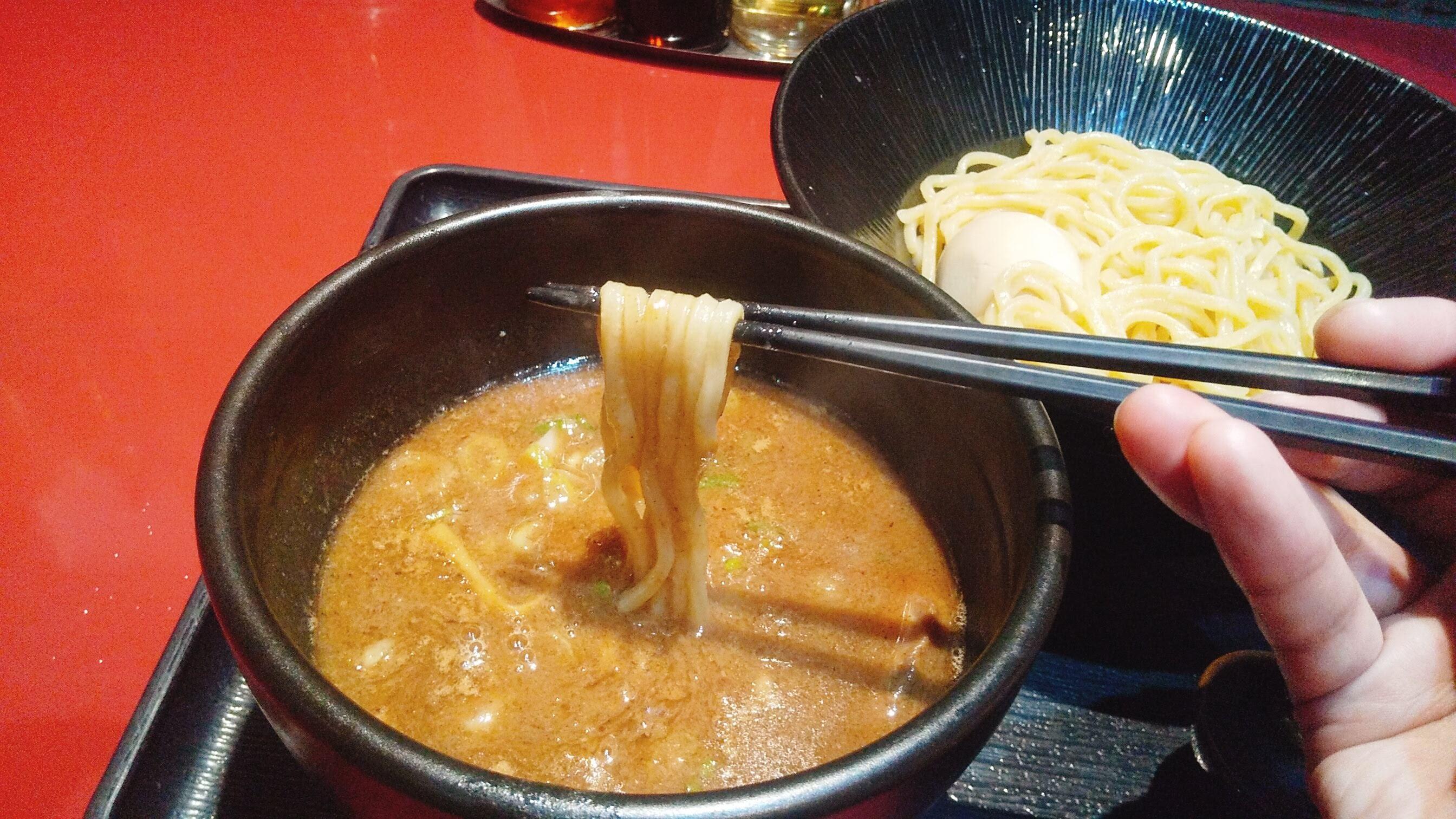 二葉屋のつけ麺の麺リフト写真