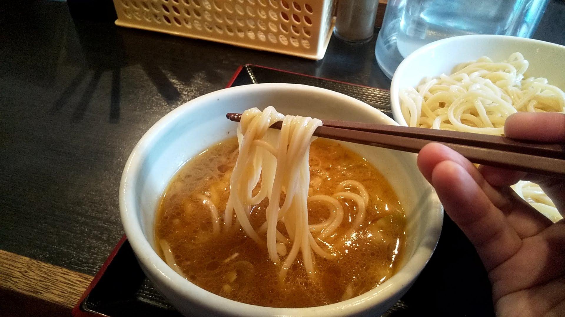 麺屋松尾のつけ麺の麺リフト写真