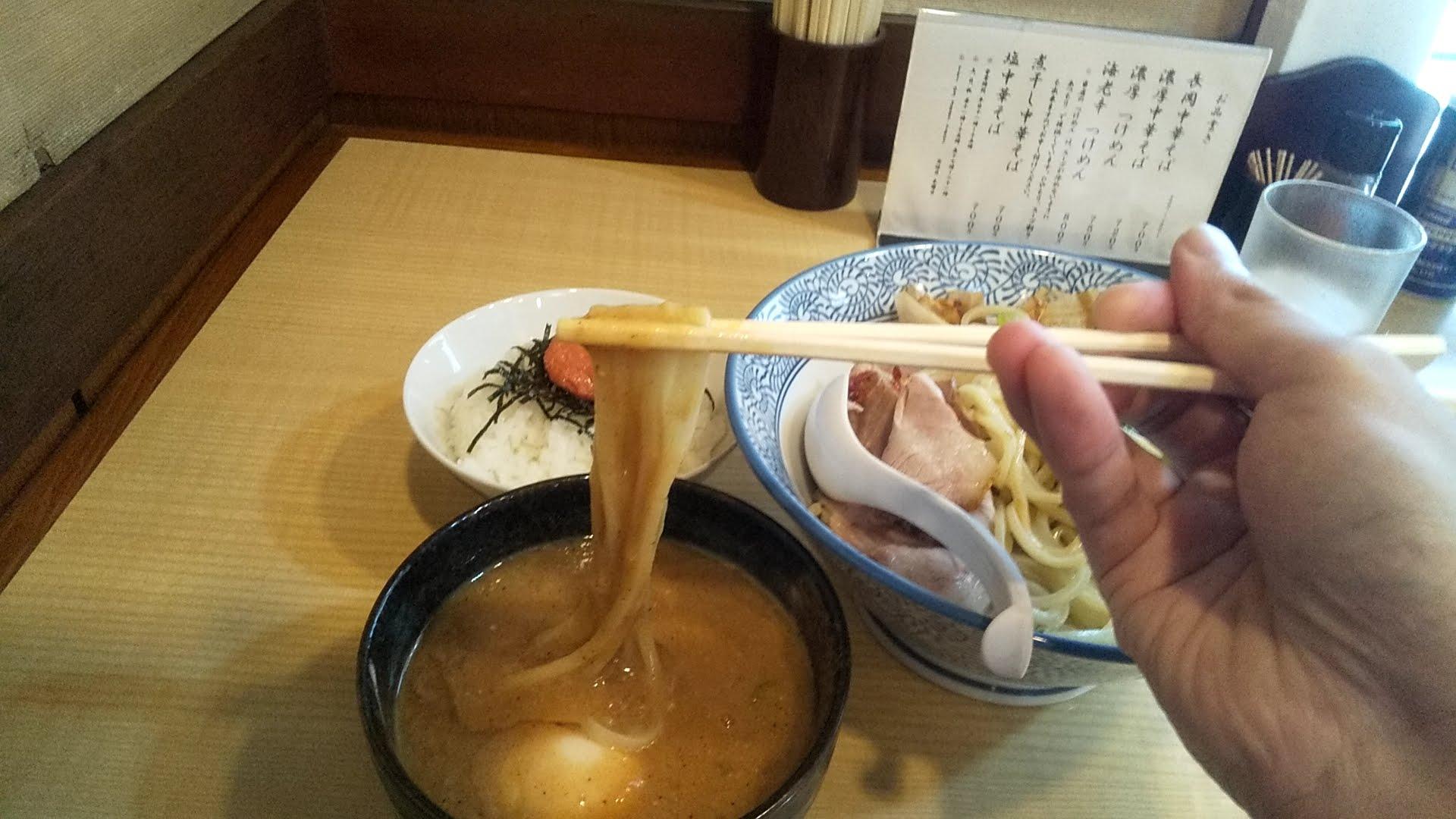かみの屋の濃厚つけ麺の麺リフト写真