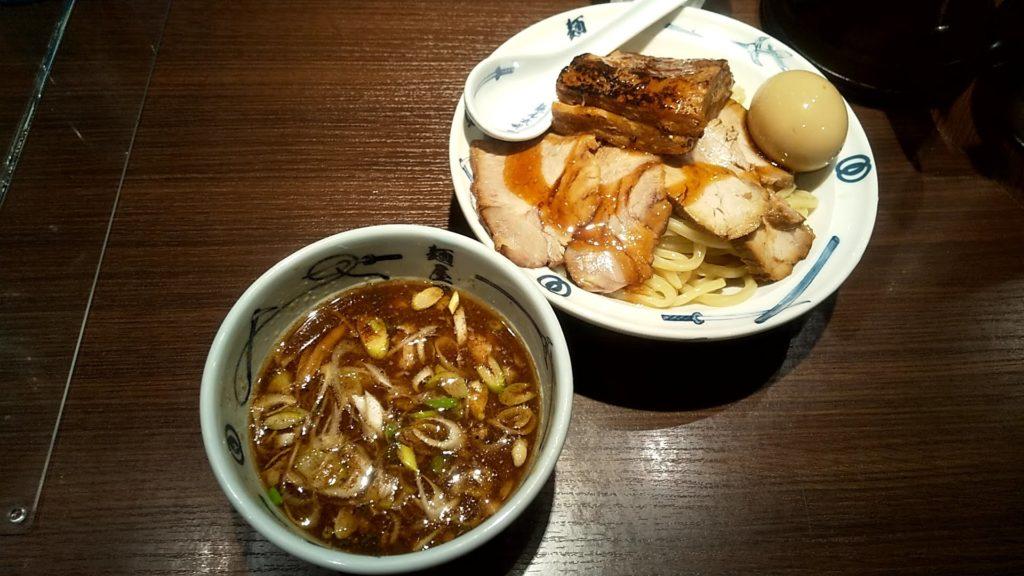 麺屋武蔵の味玉チャーシューつけ麺の写真