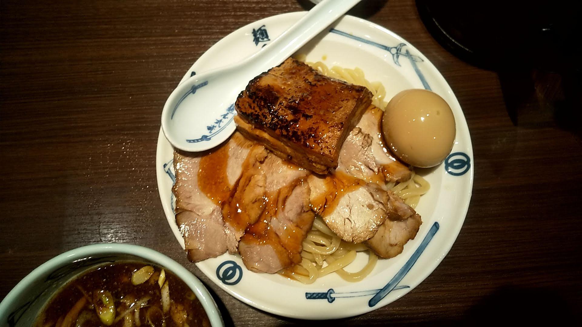麺屋武蔵の味玉チャーシューつけ麺の麺皿の写真