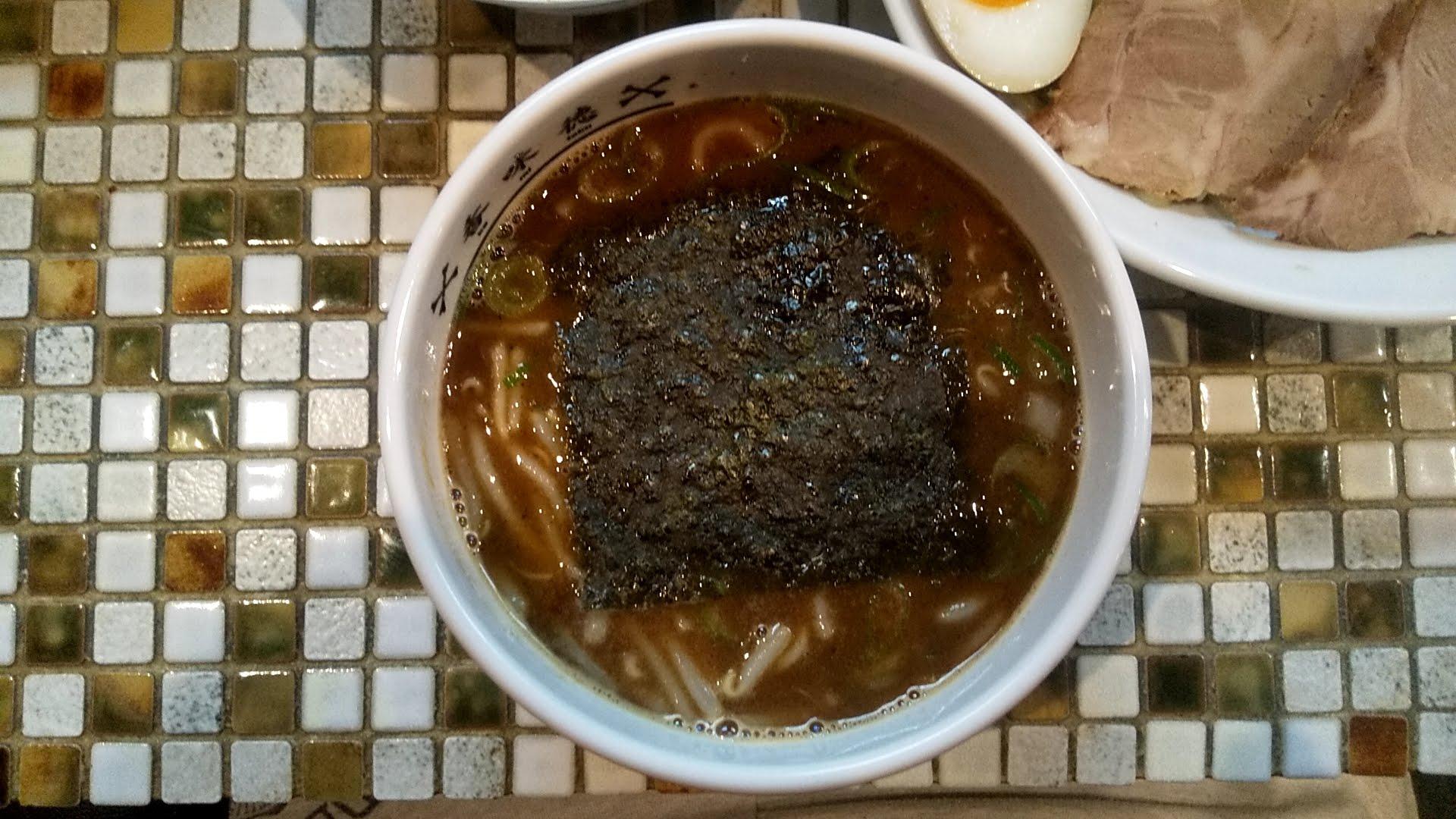 香味徳の特製つけ麺のつけ汁の写真