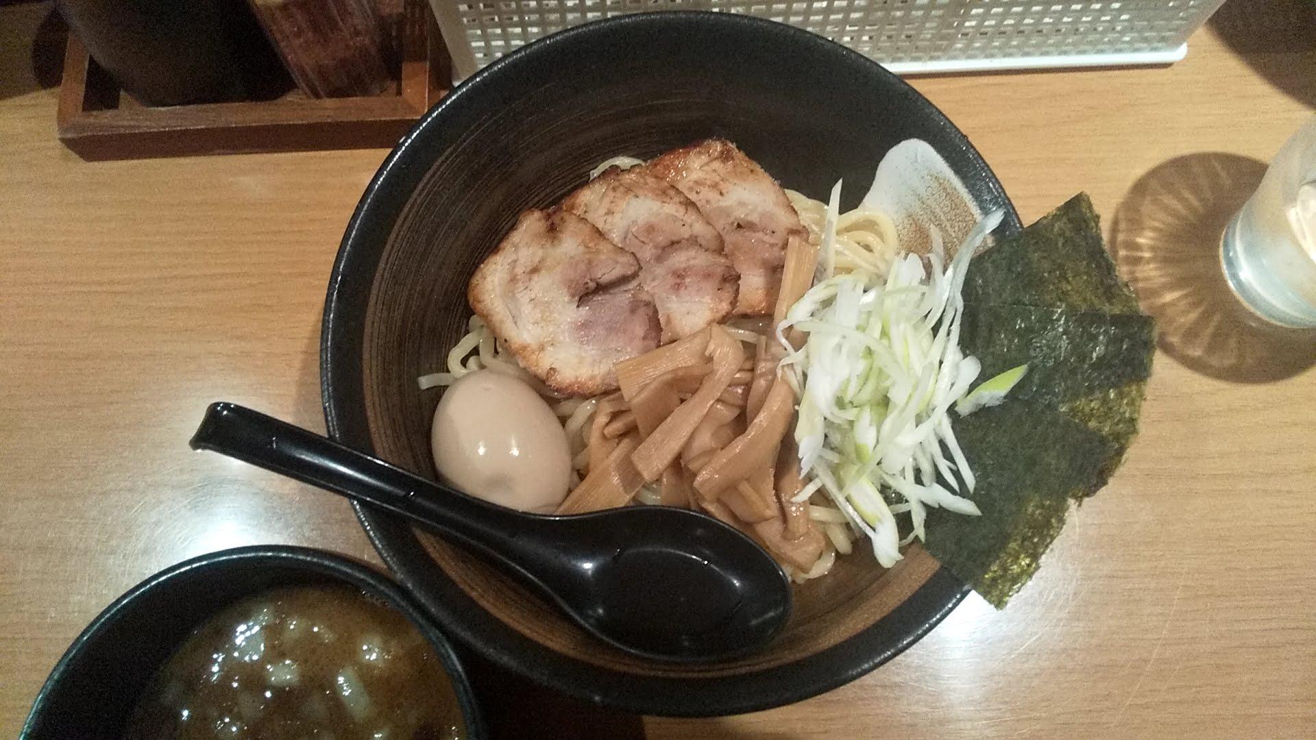 炙りの特製つけ麺の麺皿写真