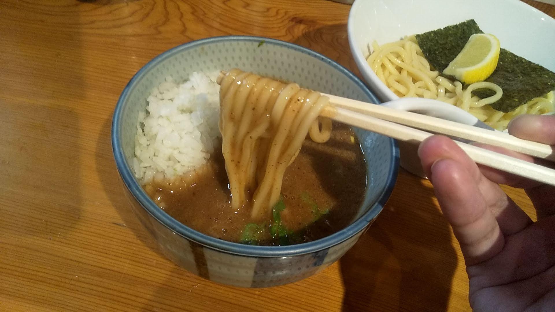 まいどのつけ麺の麺リフト写真