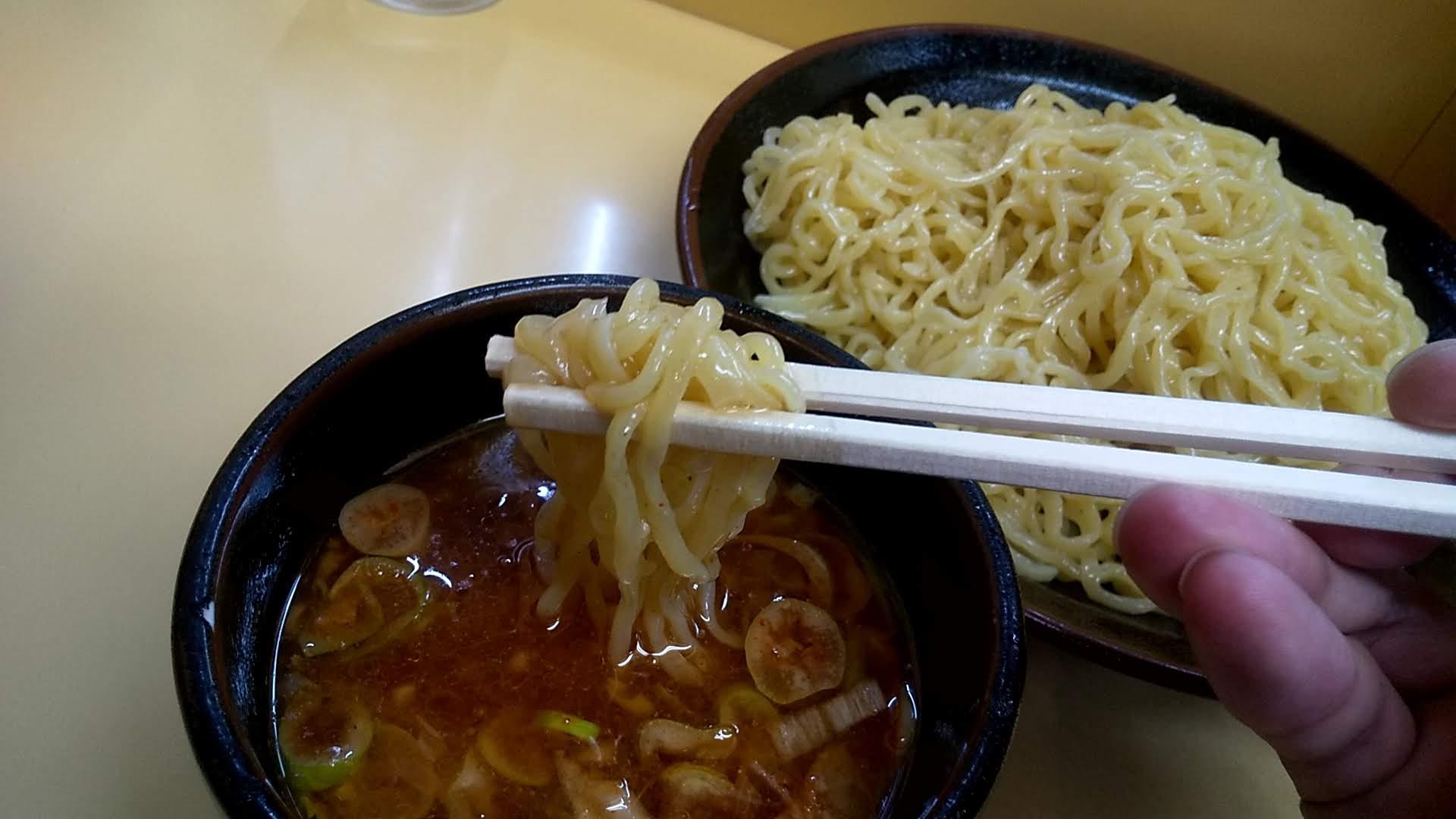十八番のつけ麺の麺リフト写真