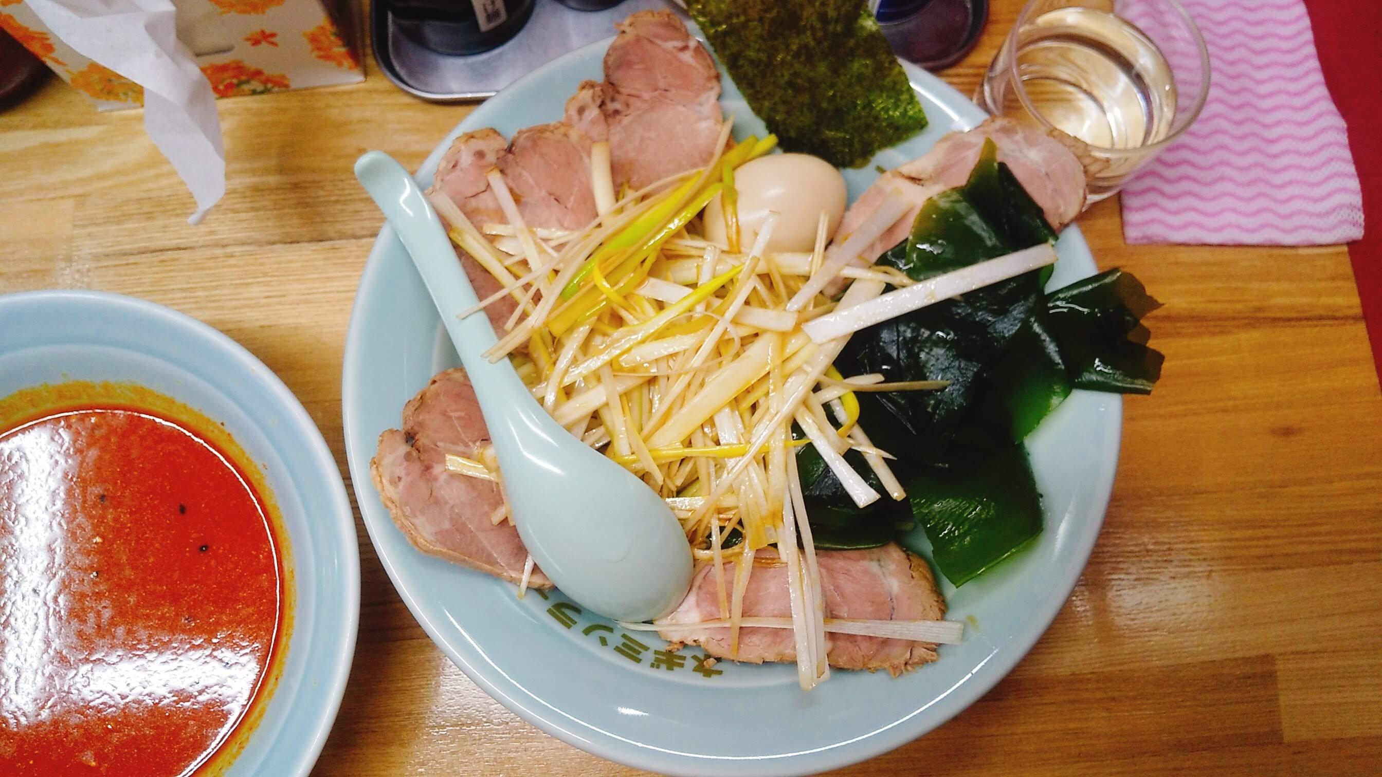 ラーメンショップ堀切の地獄ネギチャーシューつけ麺の麺皿の写真