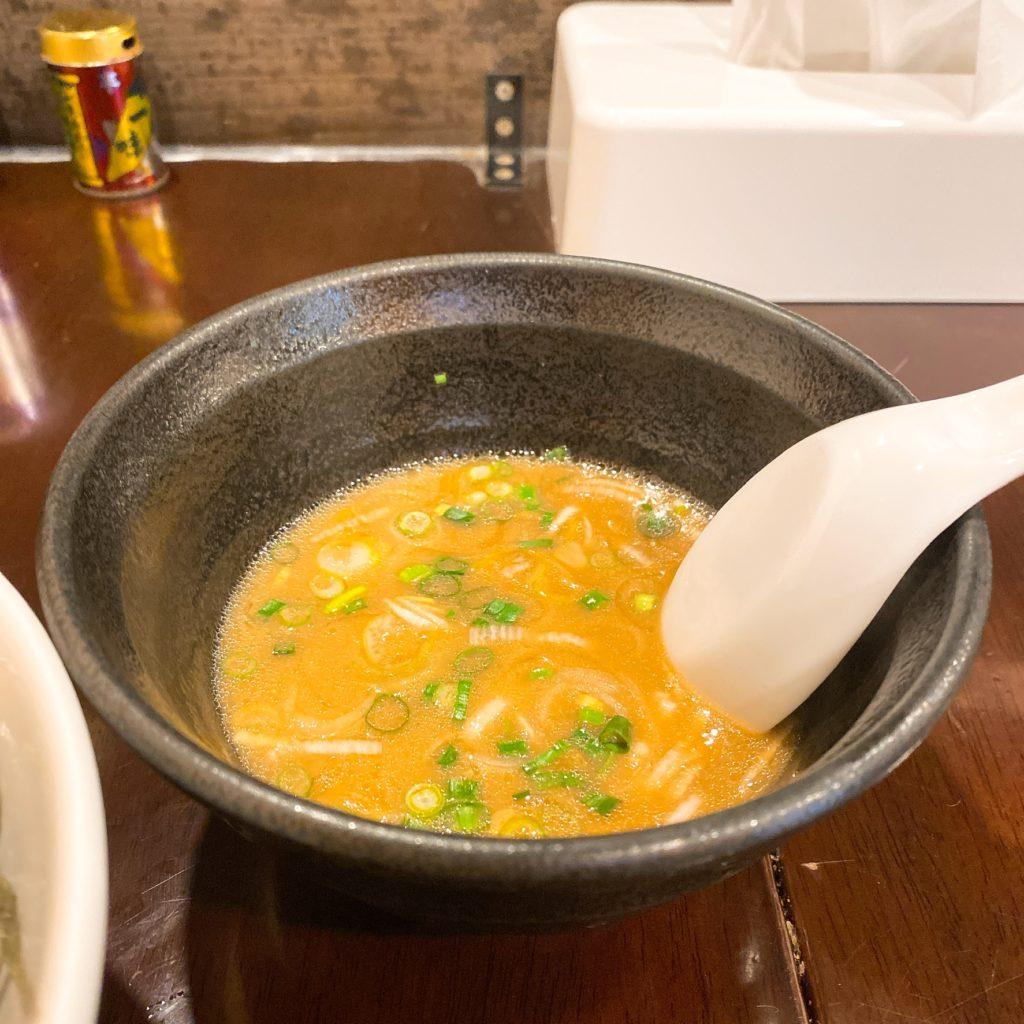 らーめんなが田のスープ