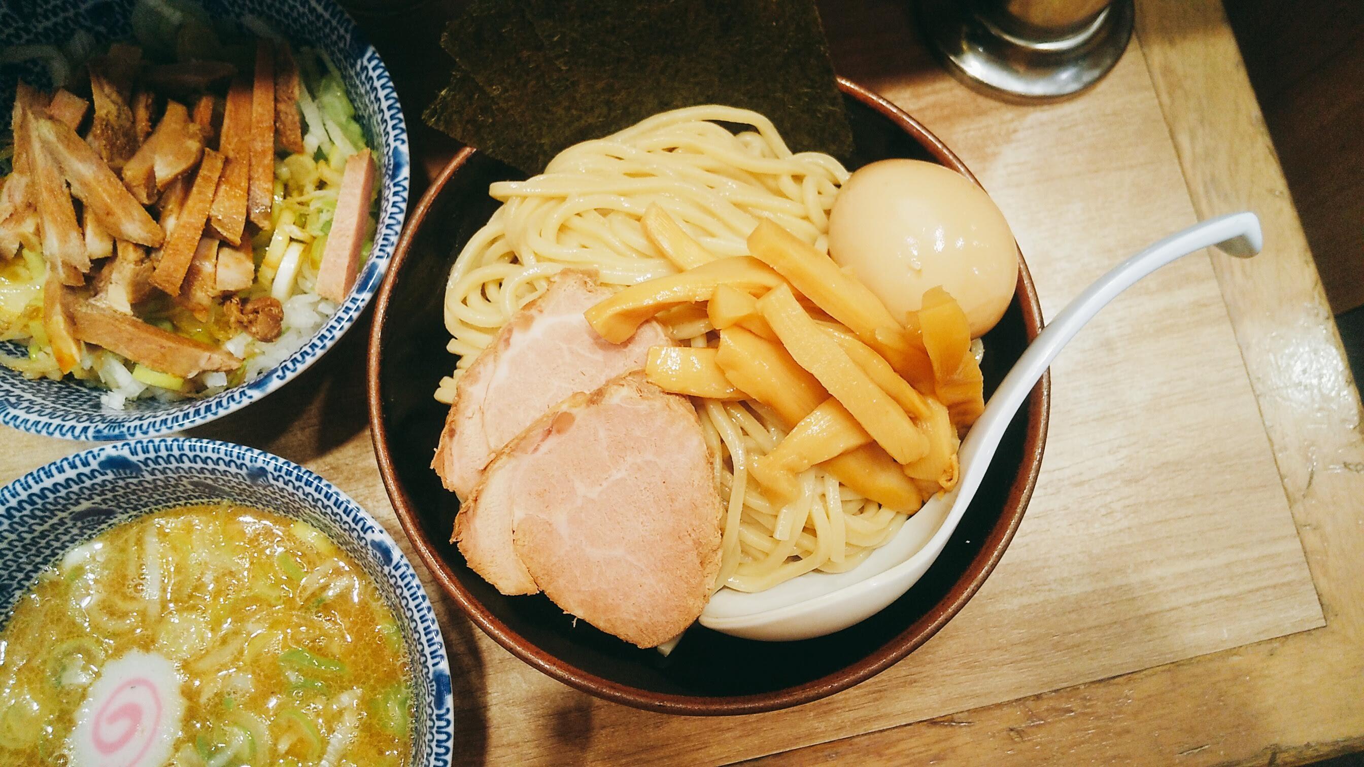 舎鈴エキュート赤羽店の特製つけ麺の麺皿