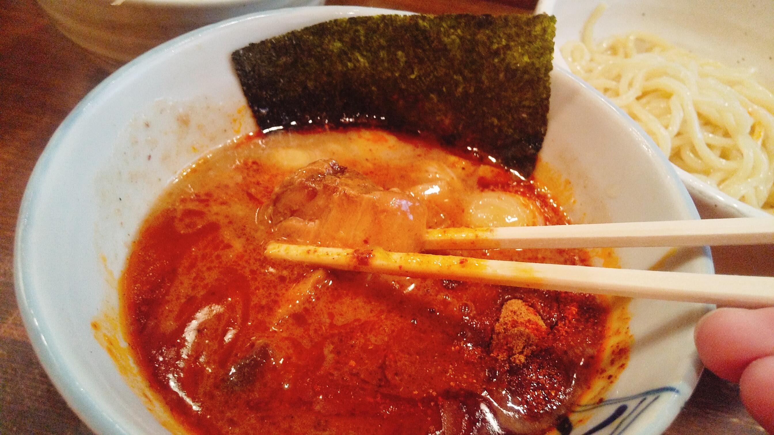 麺処 井の庄の味玉辛辛魚つけ麺のチャーシューアップ