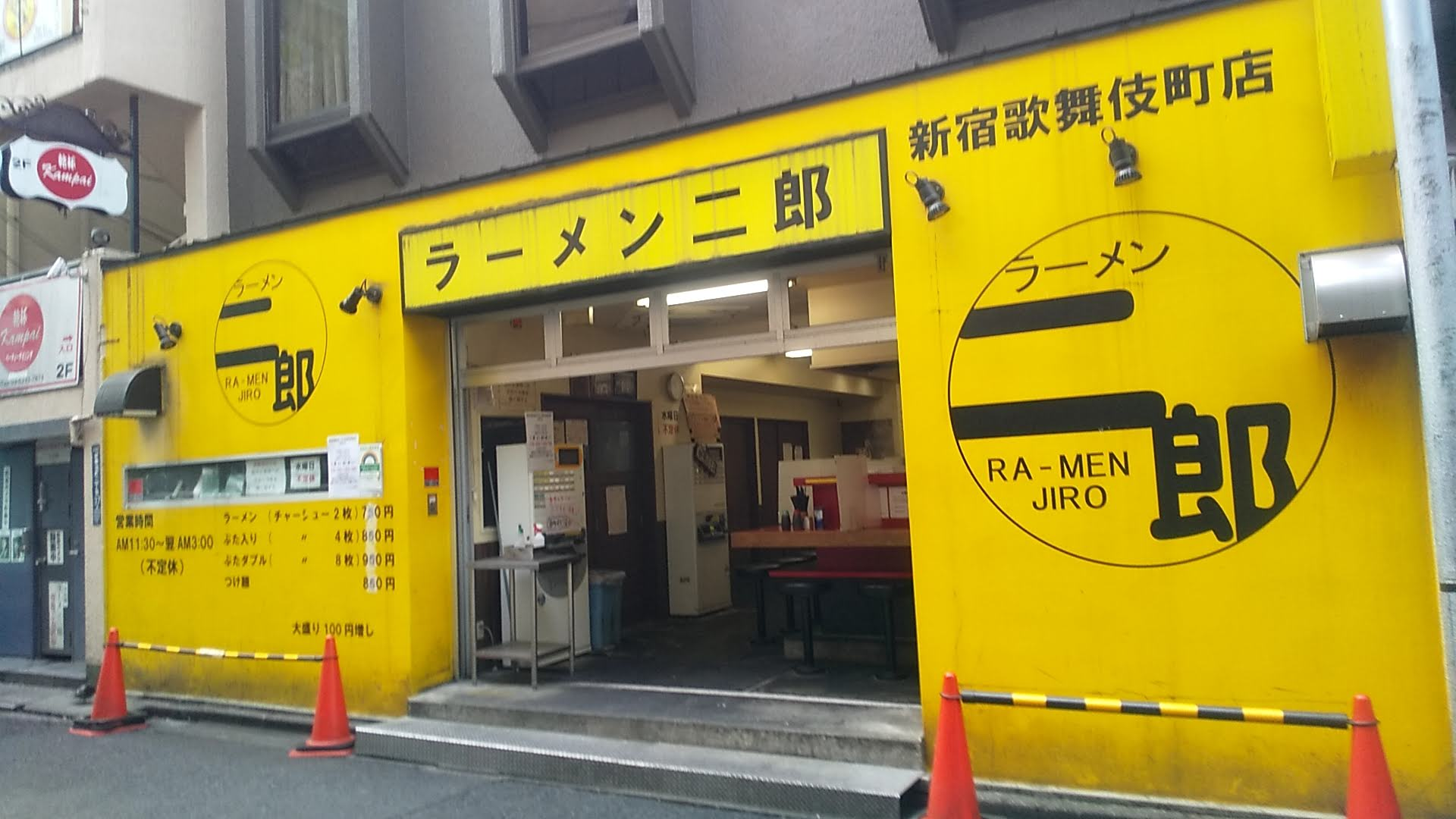 ラーメン二郎新宿歌舞伎町店の外観