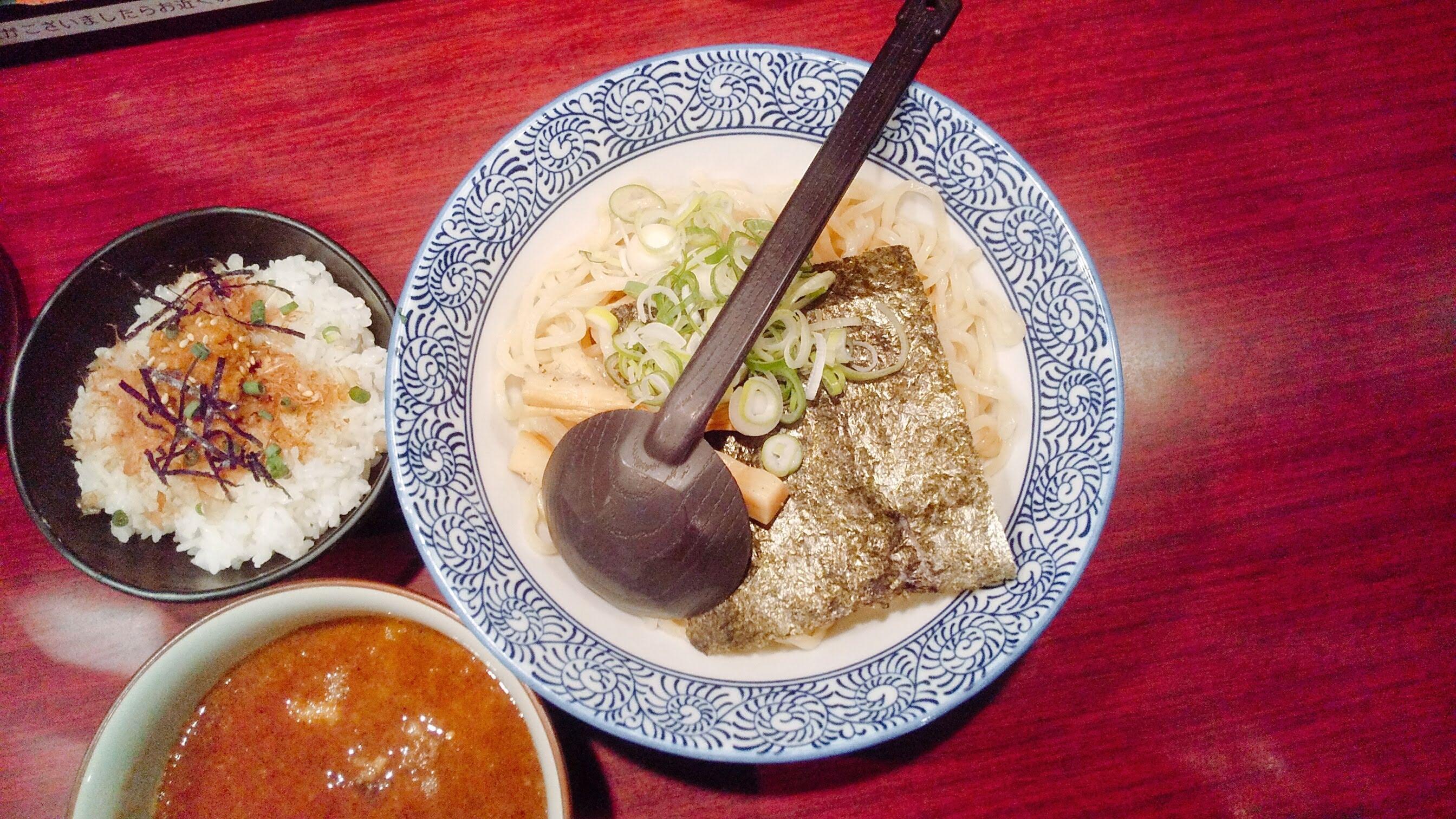 久楽の朝つけ麺セットの麺皿の写真