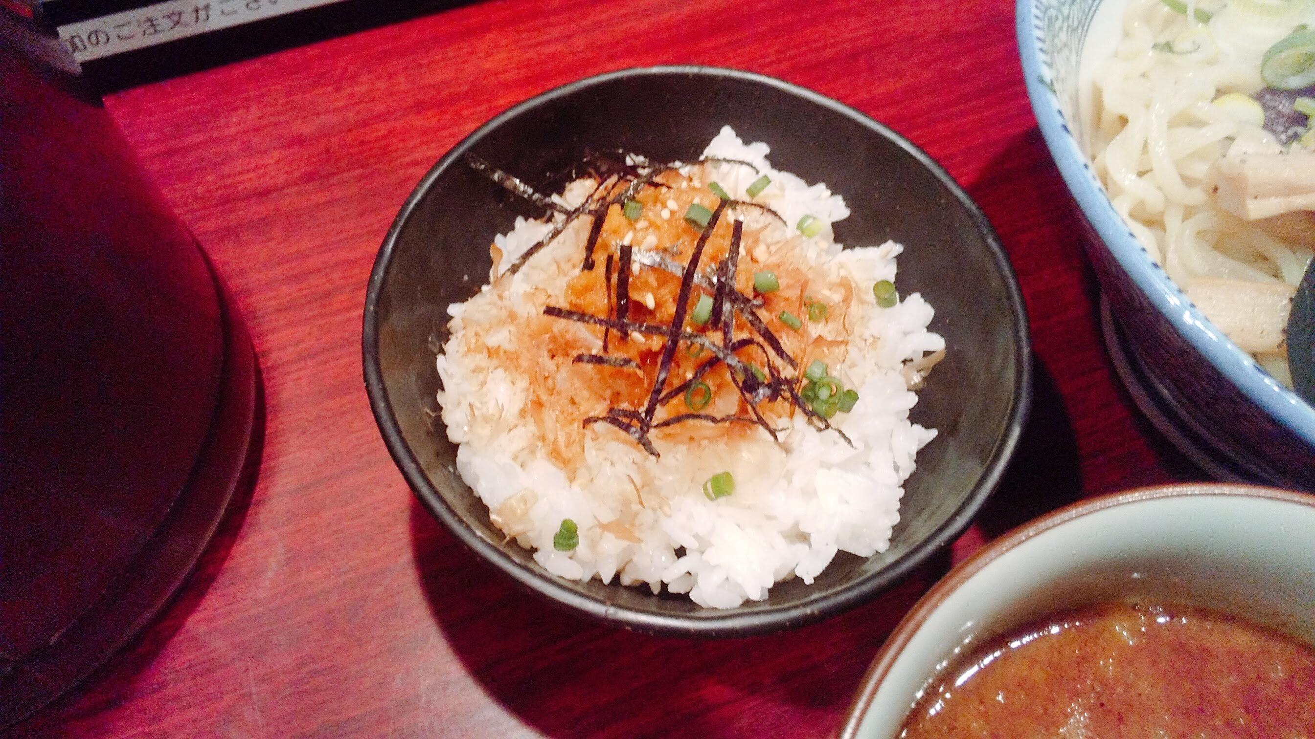 久楽の朝つけ麺セットのわさび丼の写真