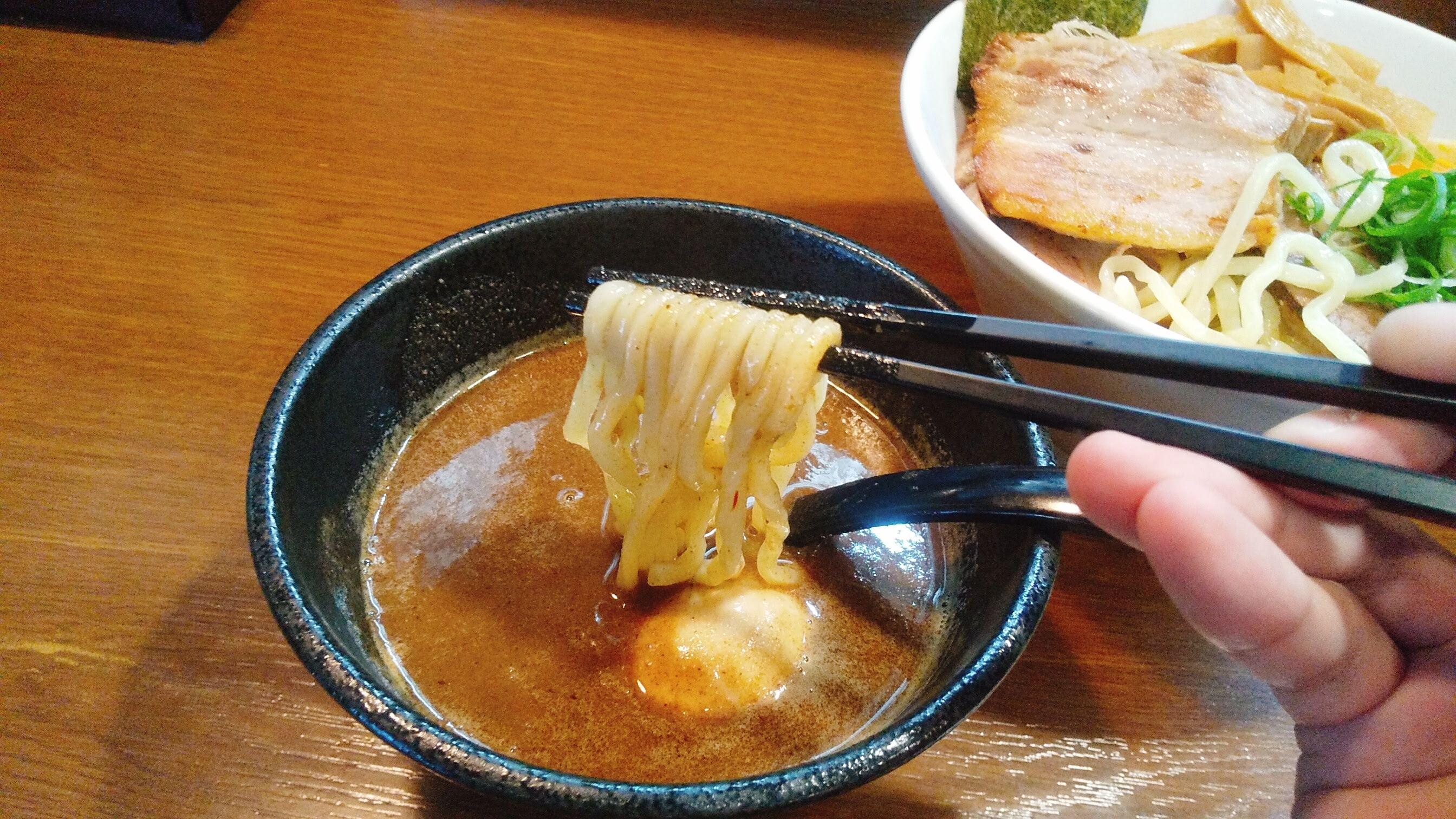 らあめんこそっとのつけ麺の麺リフト写真