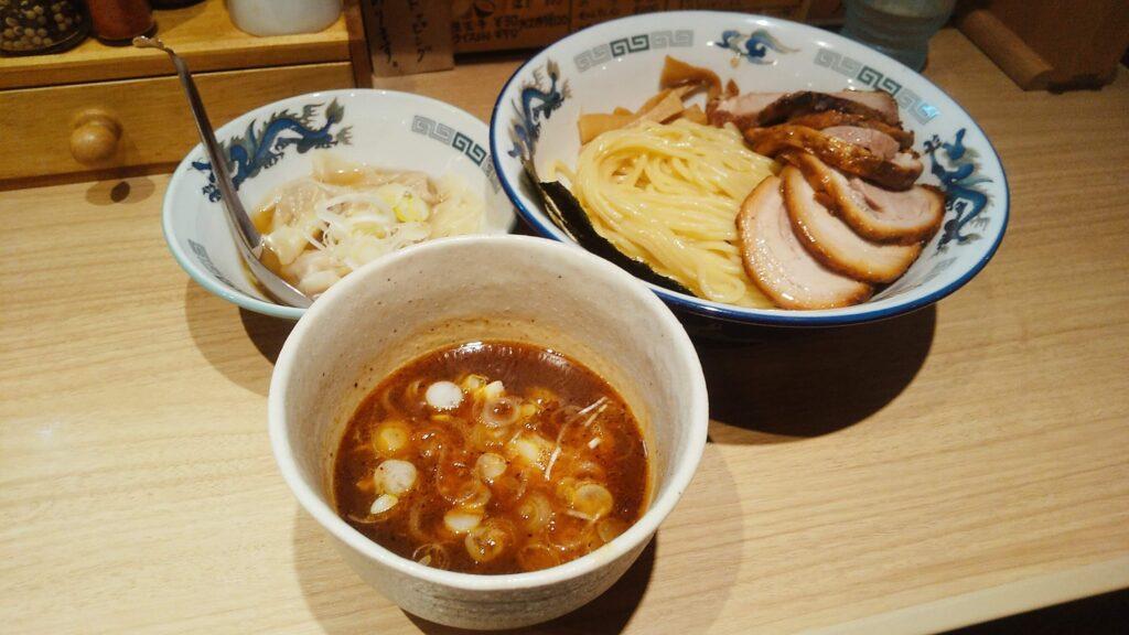 タナカタロウのチャーシューワンタンつけ麺の写真