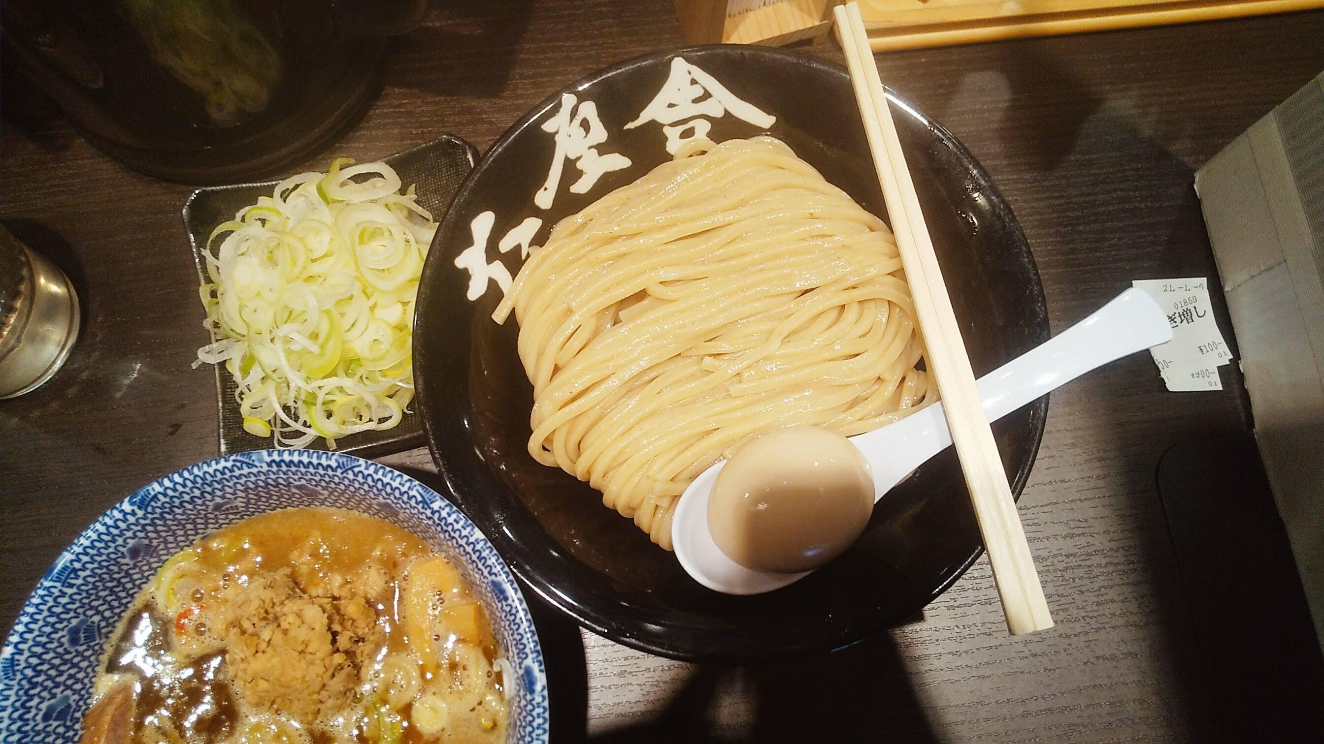 六厘舎上野店のつけ麺痺れの麺皿の写真