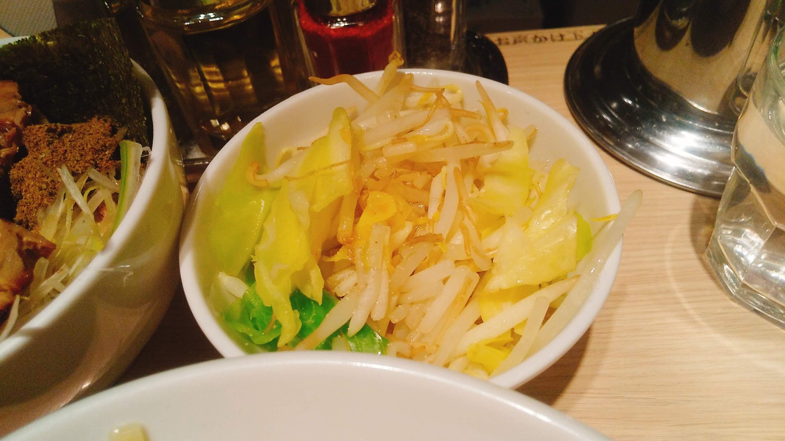 TOKYOUNDERGRAUNDRAMEN頑者の特製つけ麺の野菜の写真