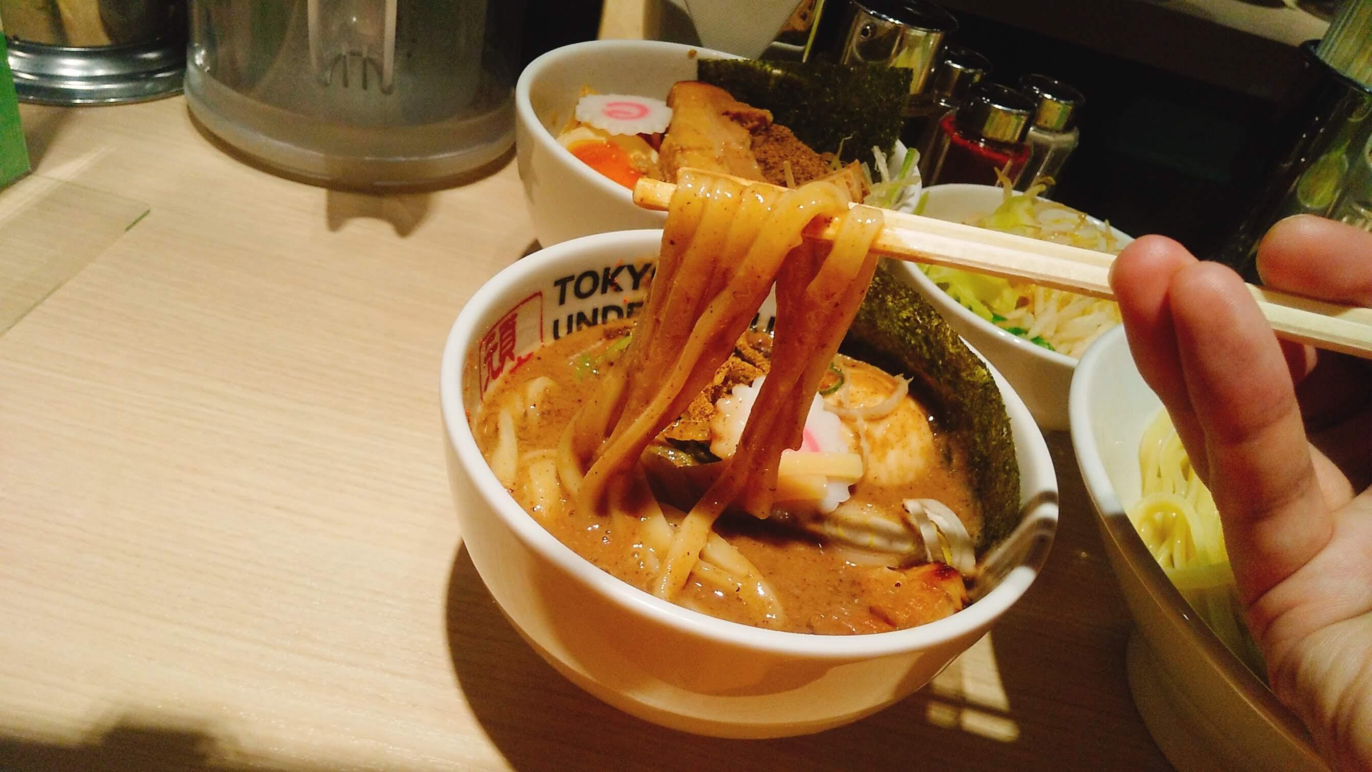 TOKYOUNDERGRAUNDRAMEN頑者の特製つけ麺の麺リフト写真