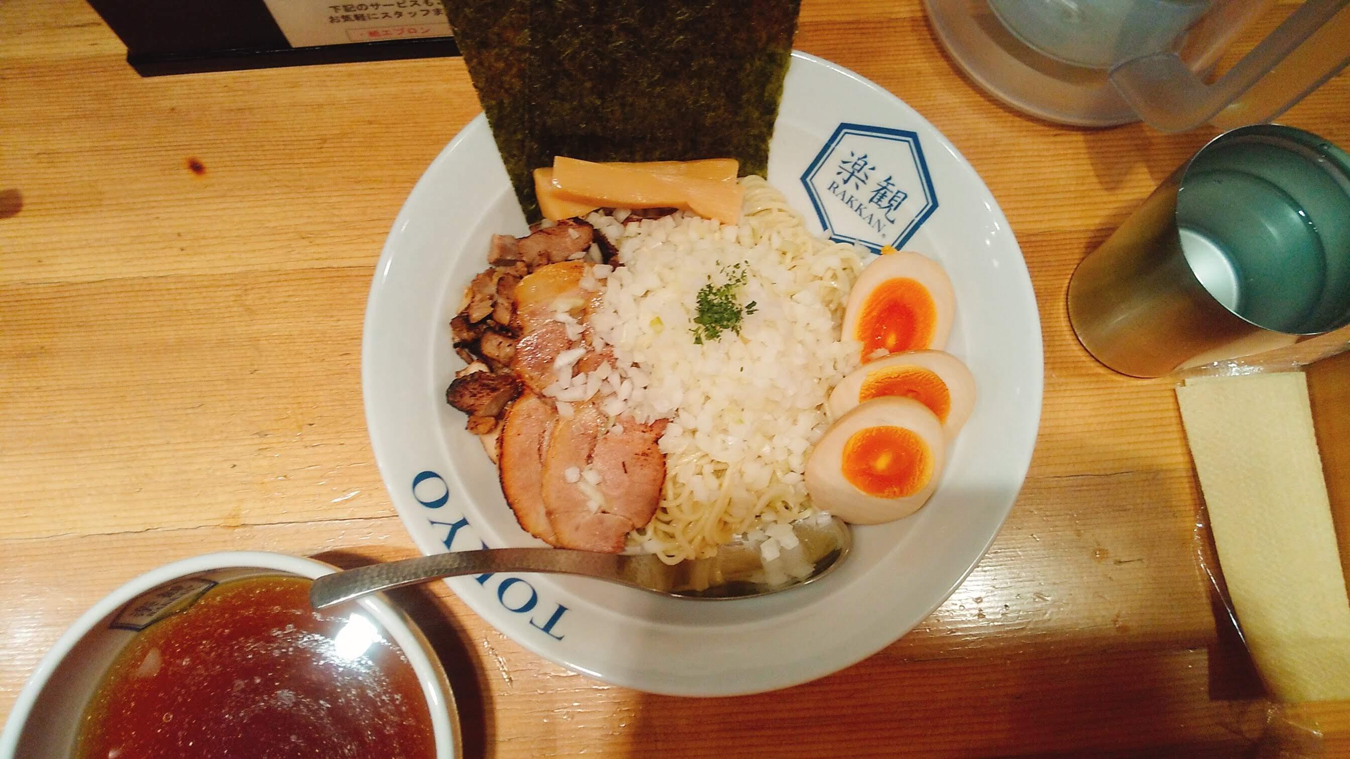 楽観NISHIAZABUGOLDの真珠つけ麺の麺皿写真