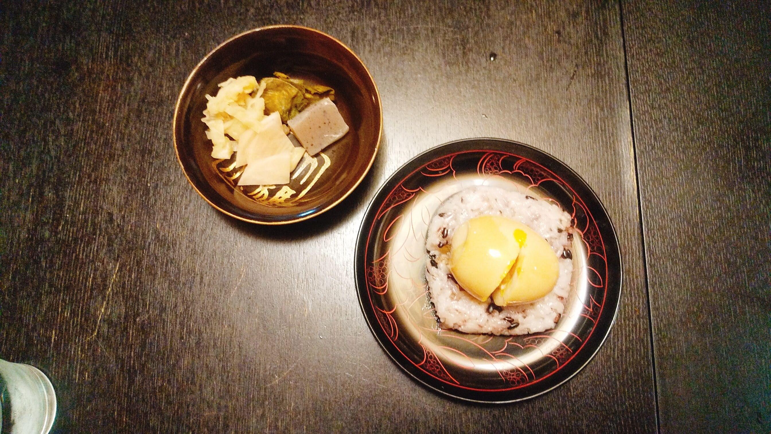 季織亭の黒米卵ごはんと自家製糠漬の写真