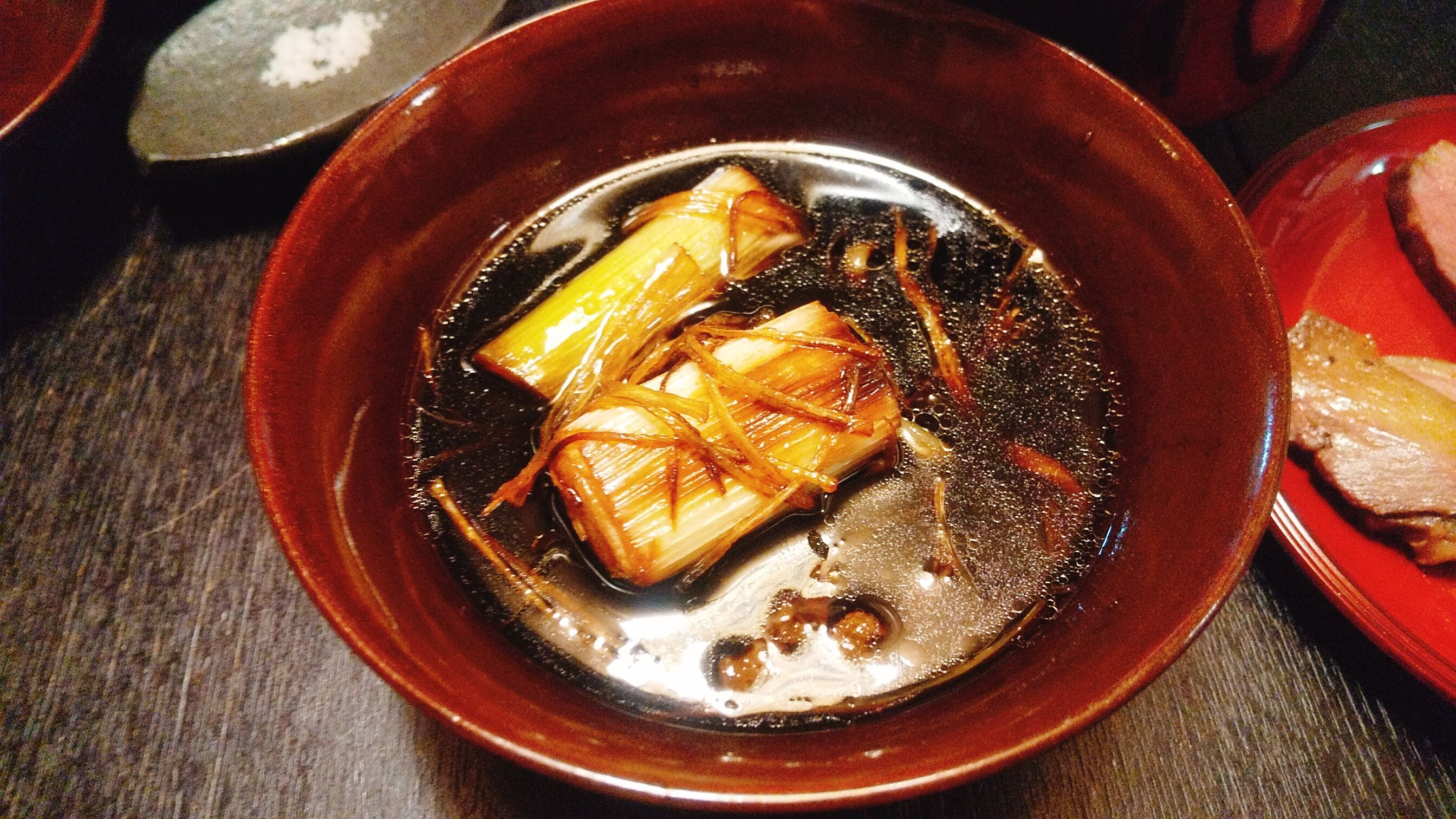 季織亭の手打ち小麦蕎麦のつけ汁アップの写真