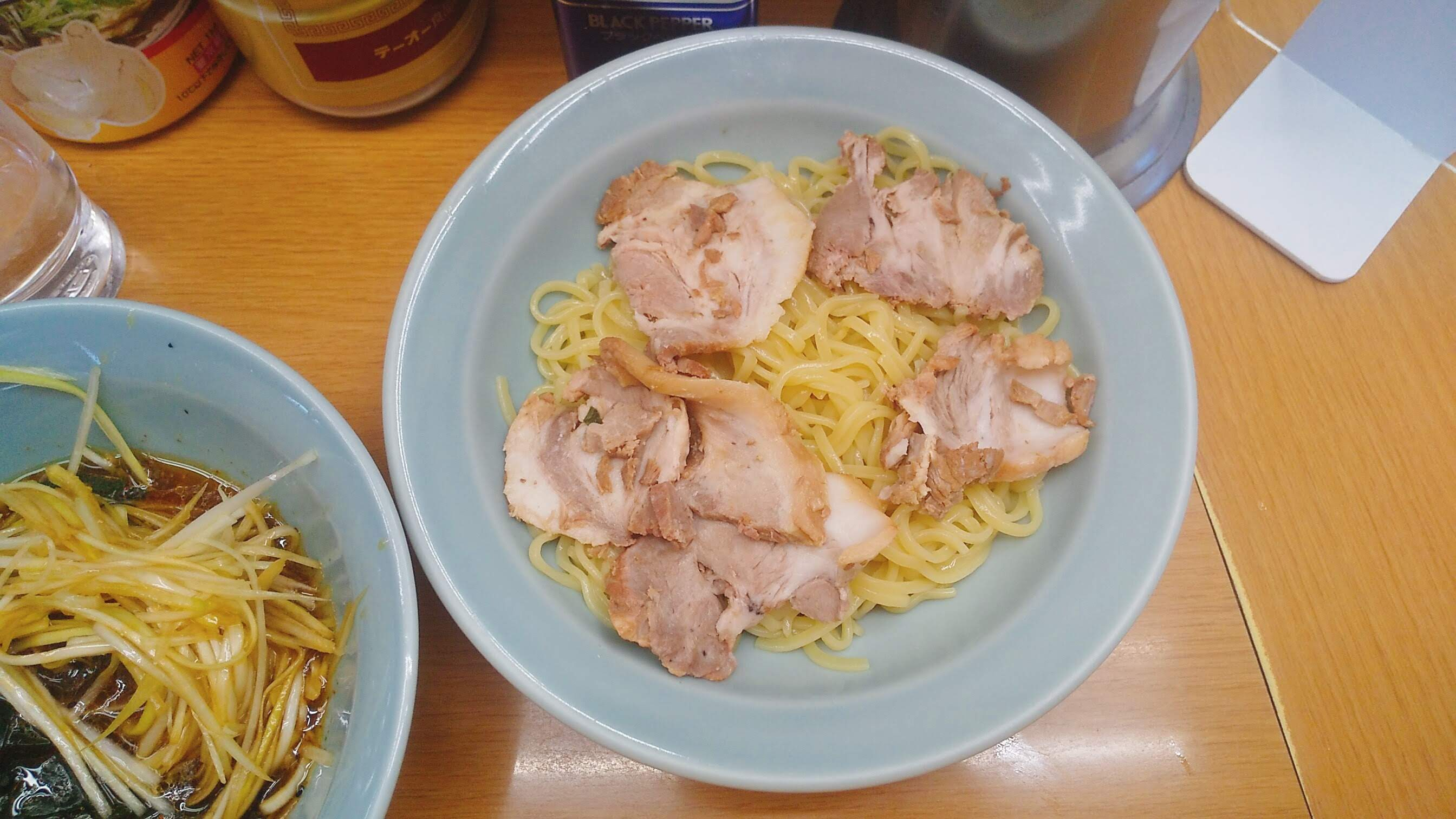 なかむら屋のつけ麺の麺皿写真