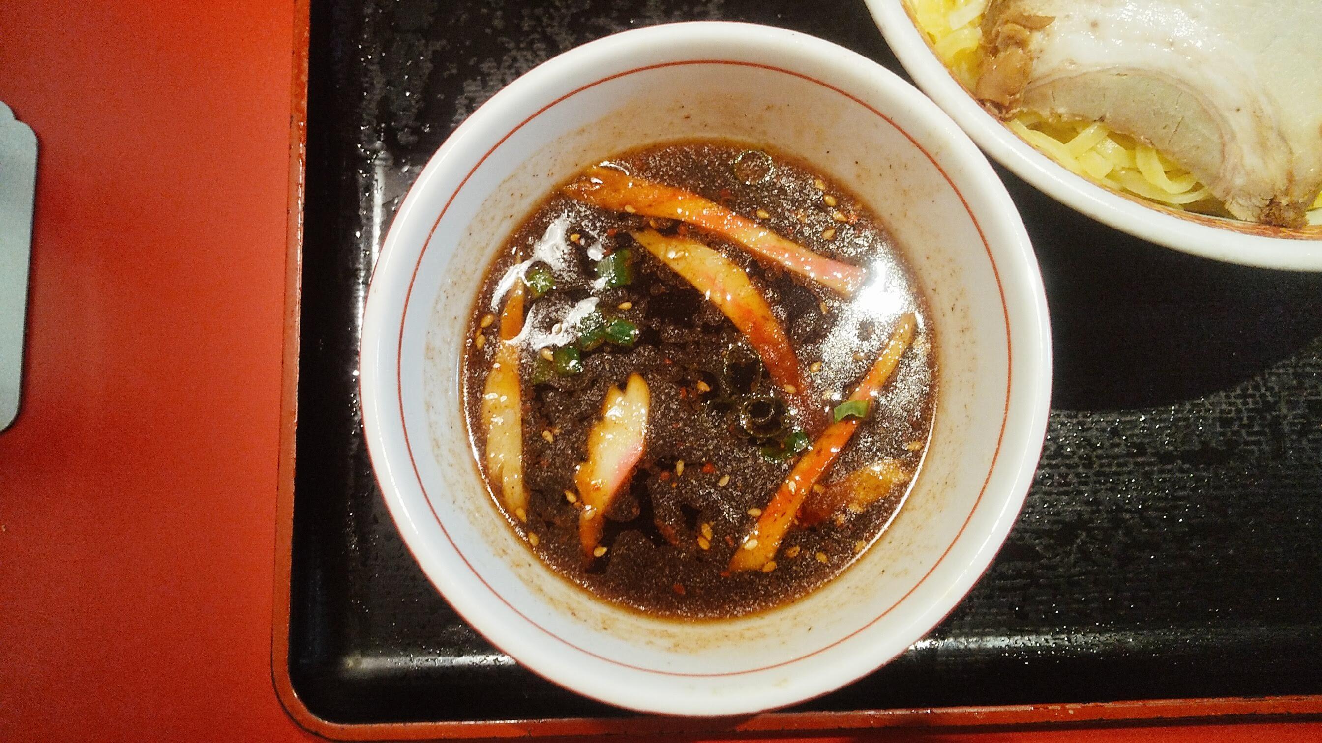一番館のつけ麺のつけ汁の写真
