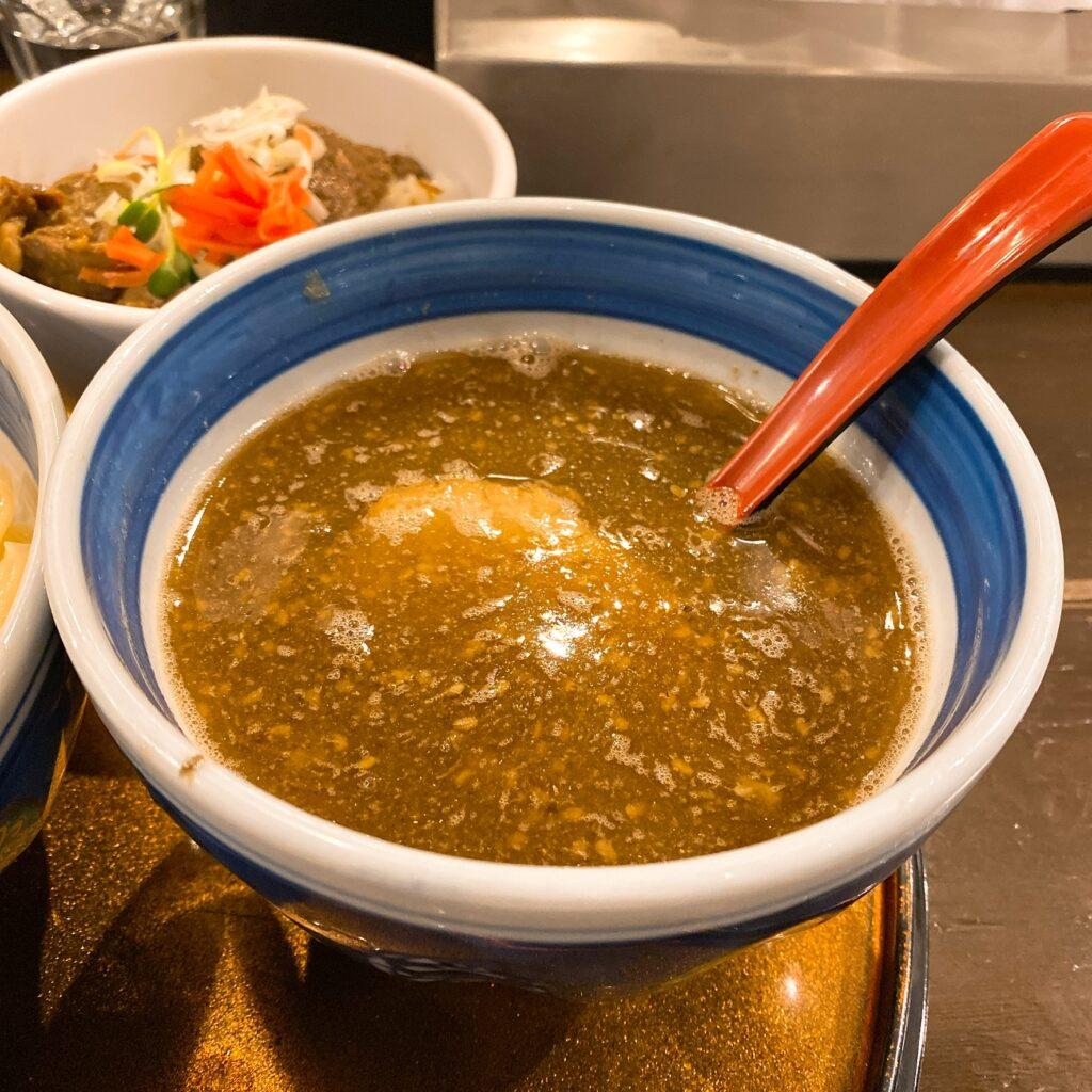 双麺のスープ