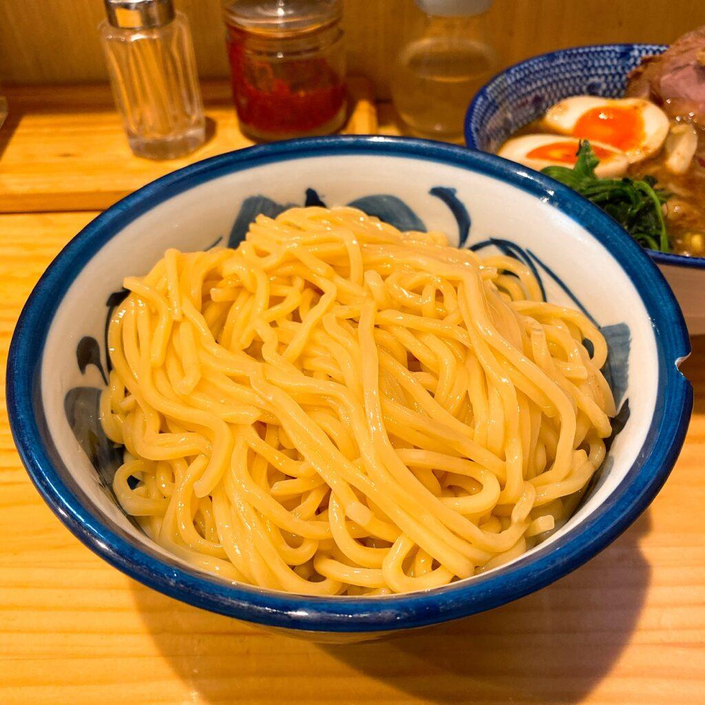 秋葉原ラーメンわいずの麺