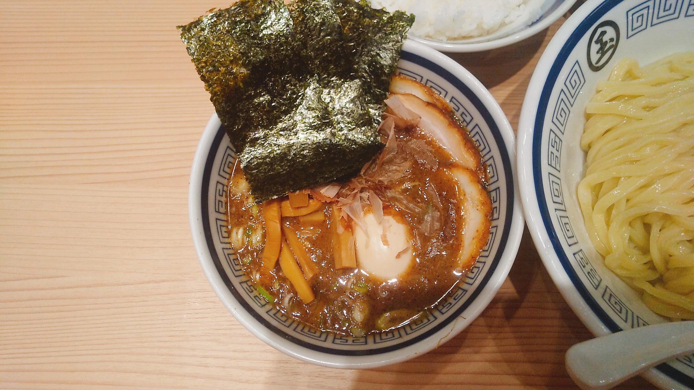 玉の特製つけ麺のつけ汁の写真