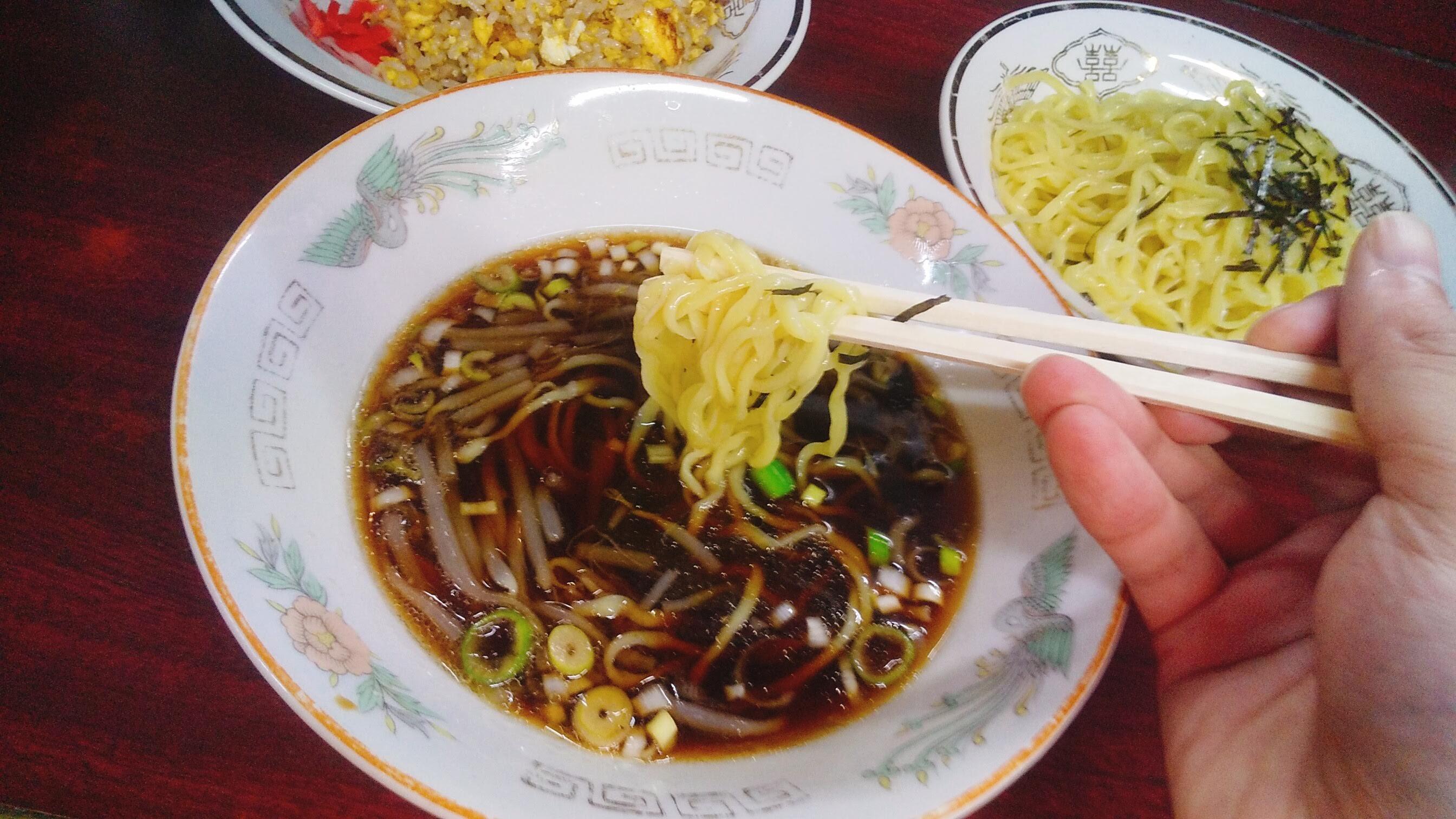 ありあけの半チャンつけ麺の麺リフト写真